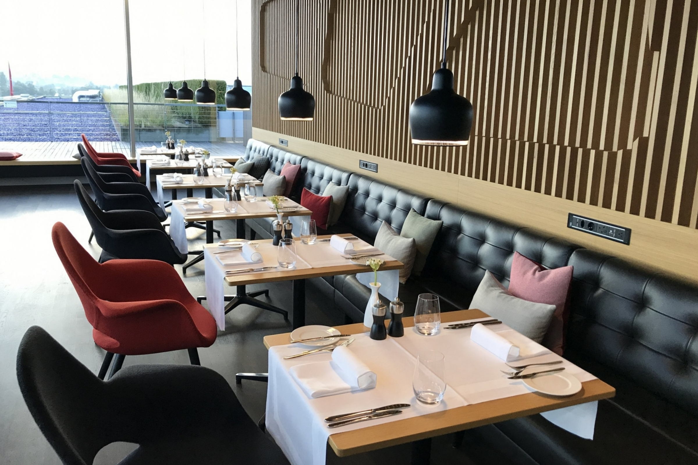 Swiss First Class Lounge Zurich – Dining tables