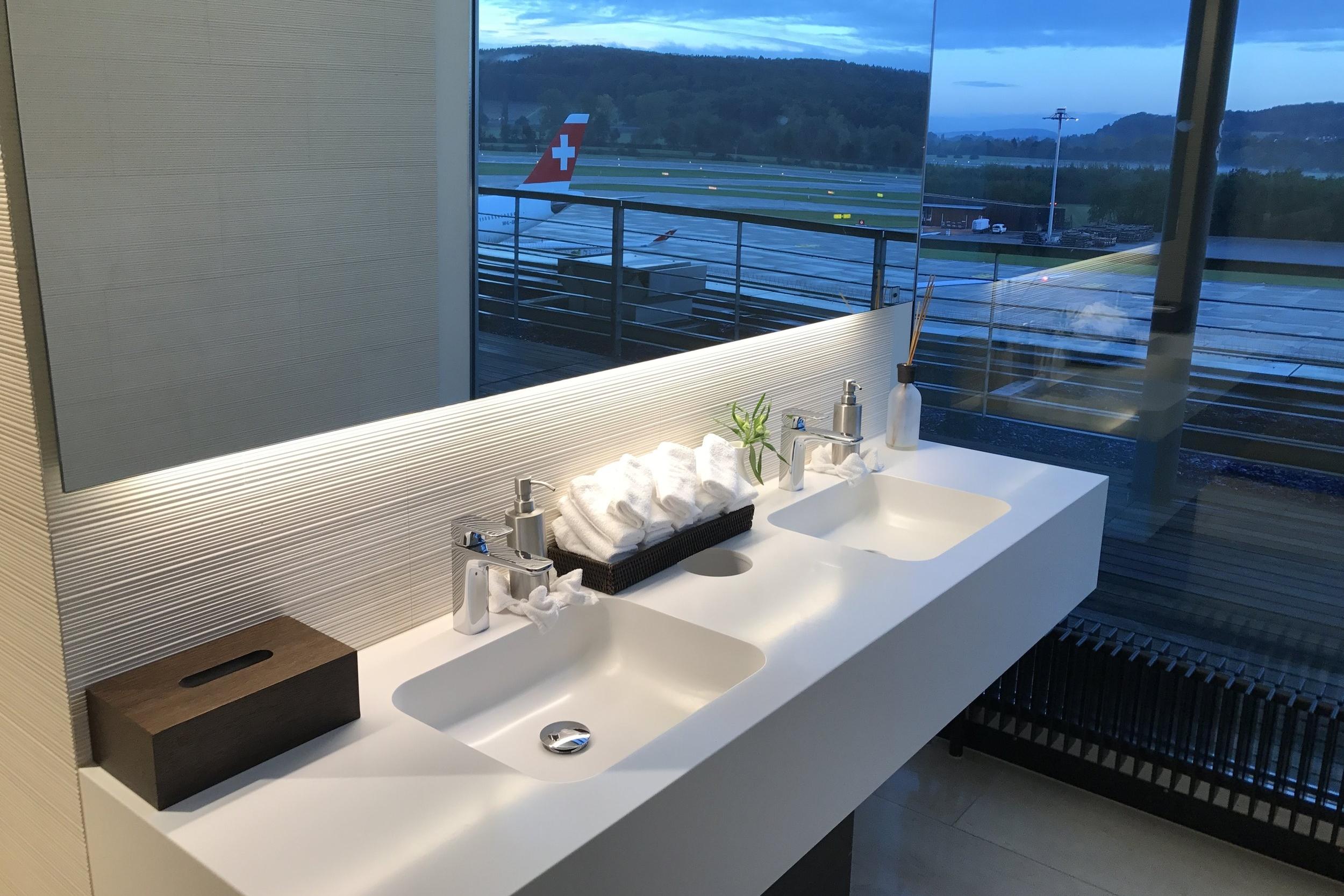 Swiss First Class Lounge Zurich – Bathroom