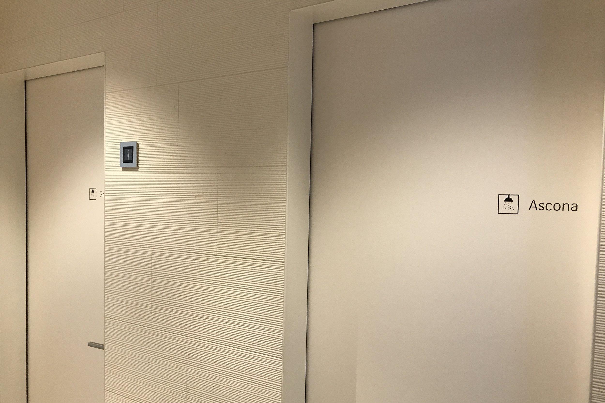 Swiss First Class Lounge Zurich – Shower rooms