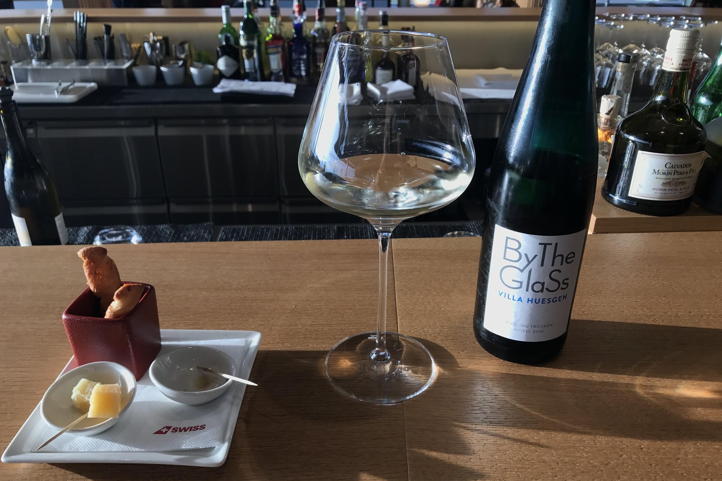 Swiss First Class Lounge Zurich – Riesling