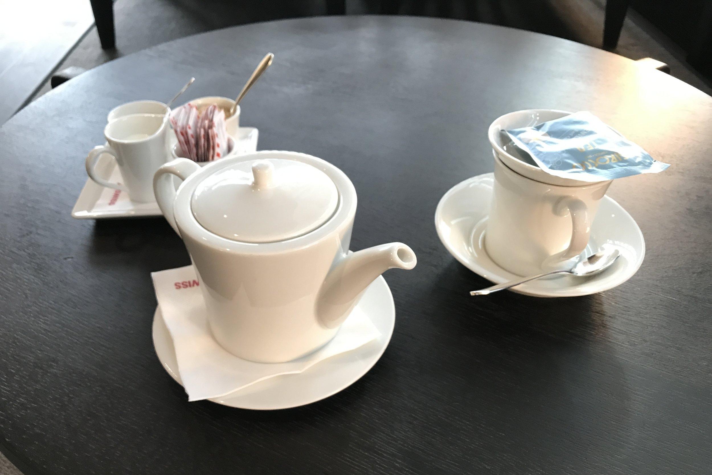 Swiss First Class Lounge Zurich – Tea