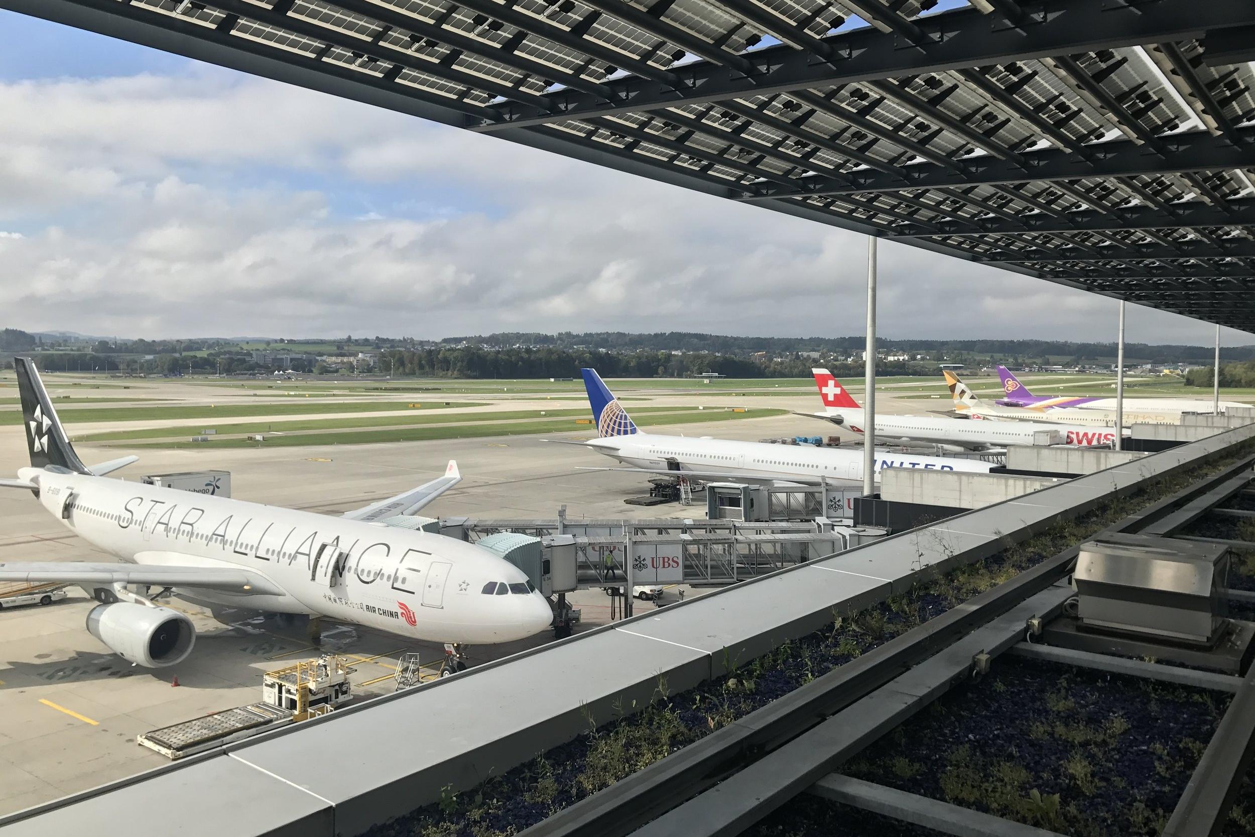 Swiss First Class Lounge Zurich – Aircraft at Pier E