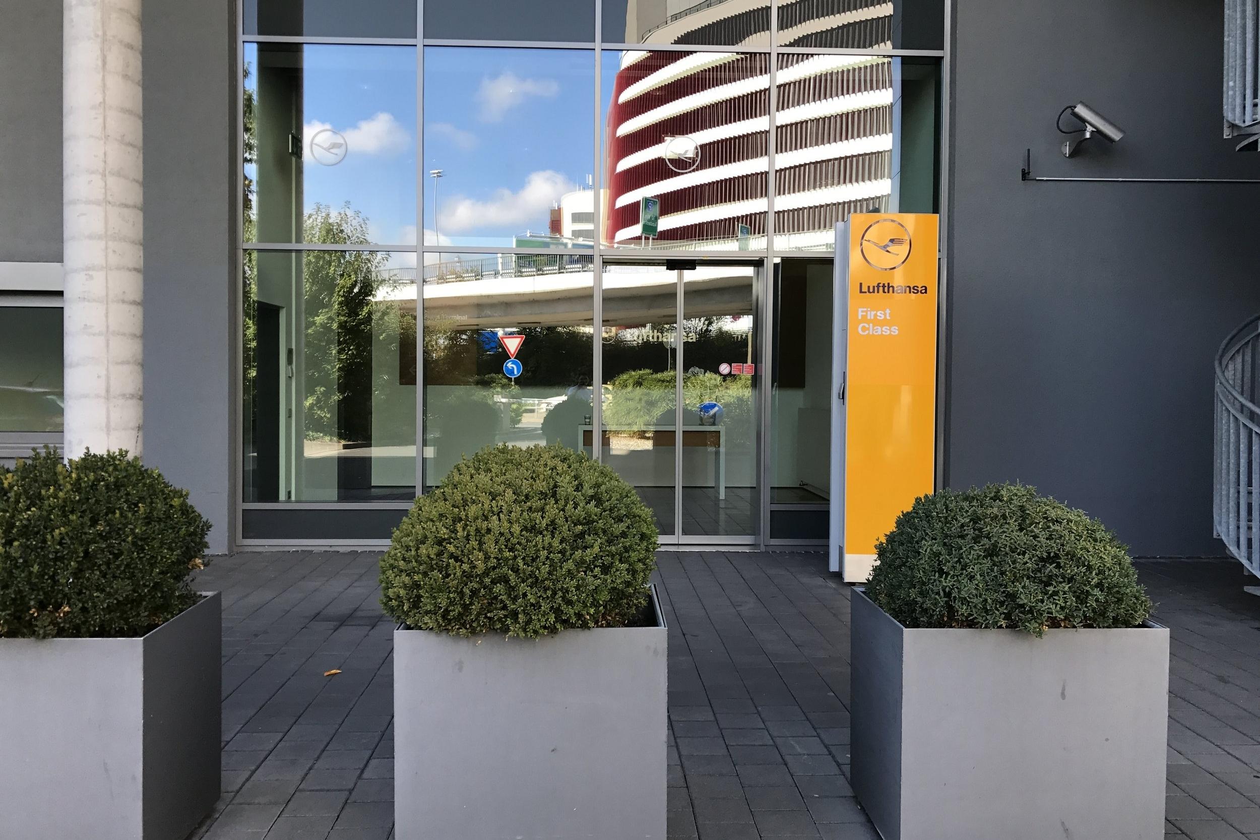 Lufthansa First Class Terminal Frankfurt – Entrance