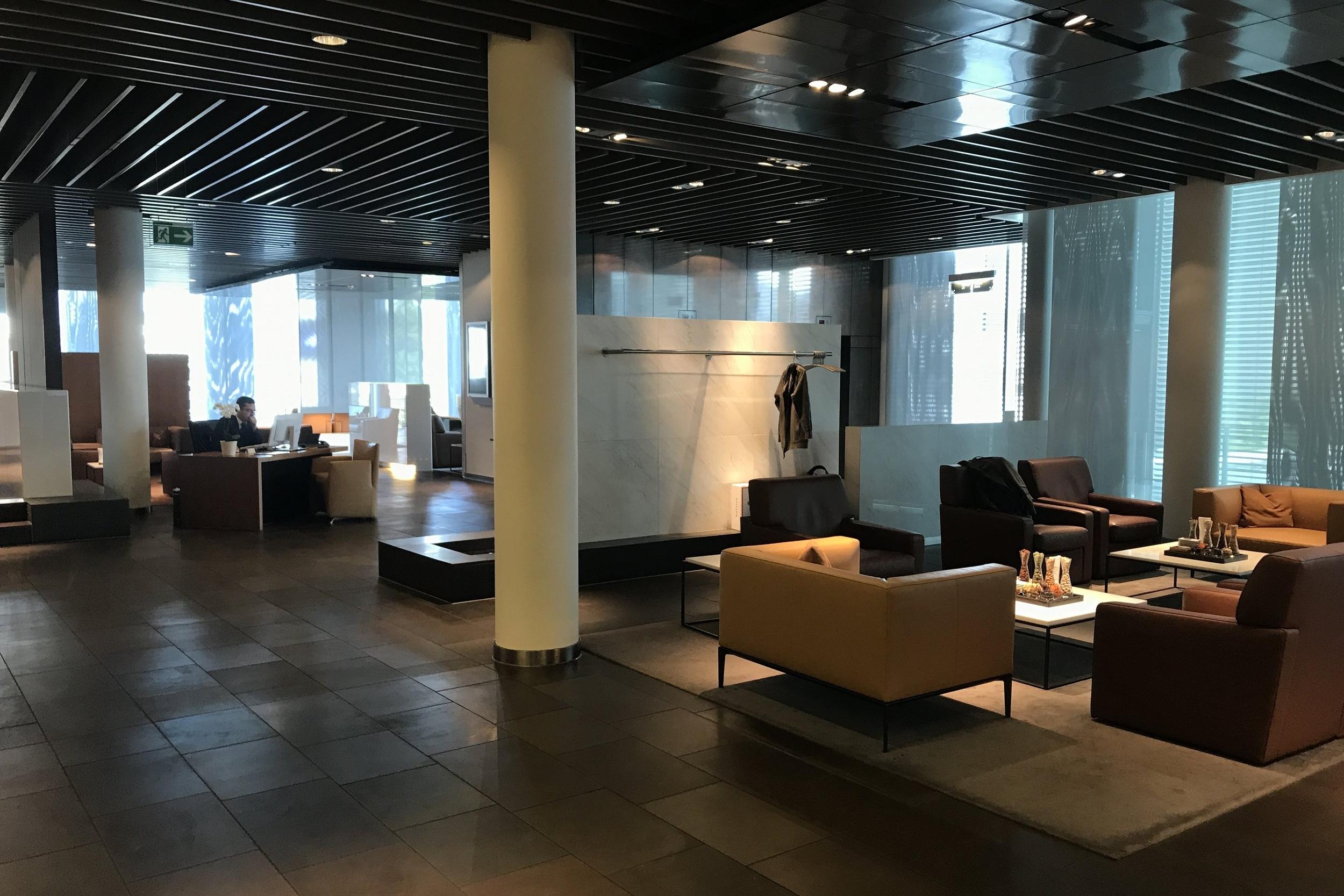 Lufthansa First Class Terminal Frankfurt – Service desk