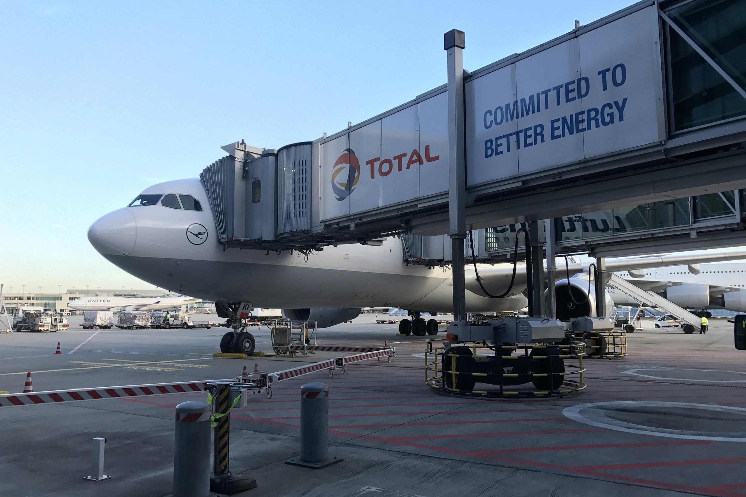 Lufthansa First Class Terminal Frankfurt – Airbus A330 to Boston