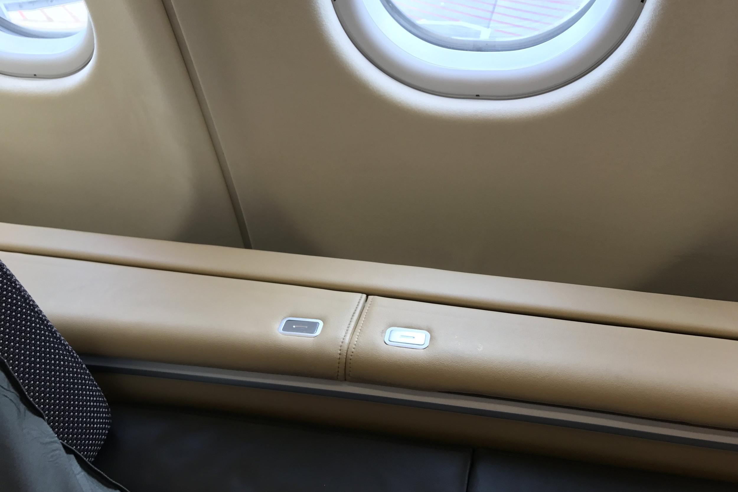 Lufthansa First Class – Storage compartments