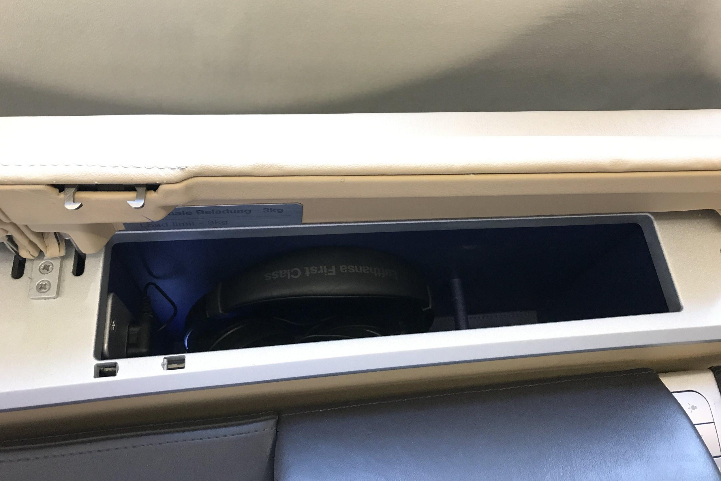 Lufthansa First Class – Headphones