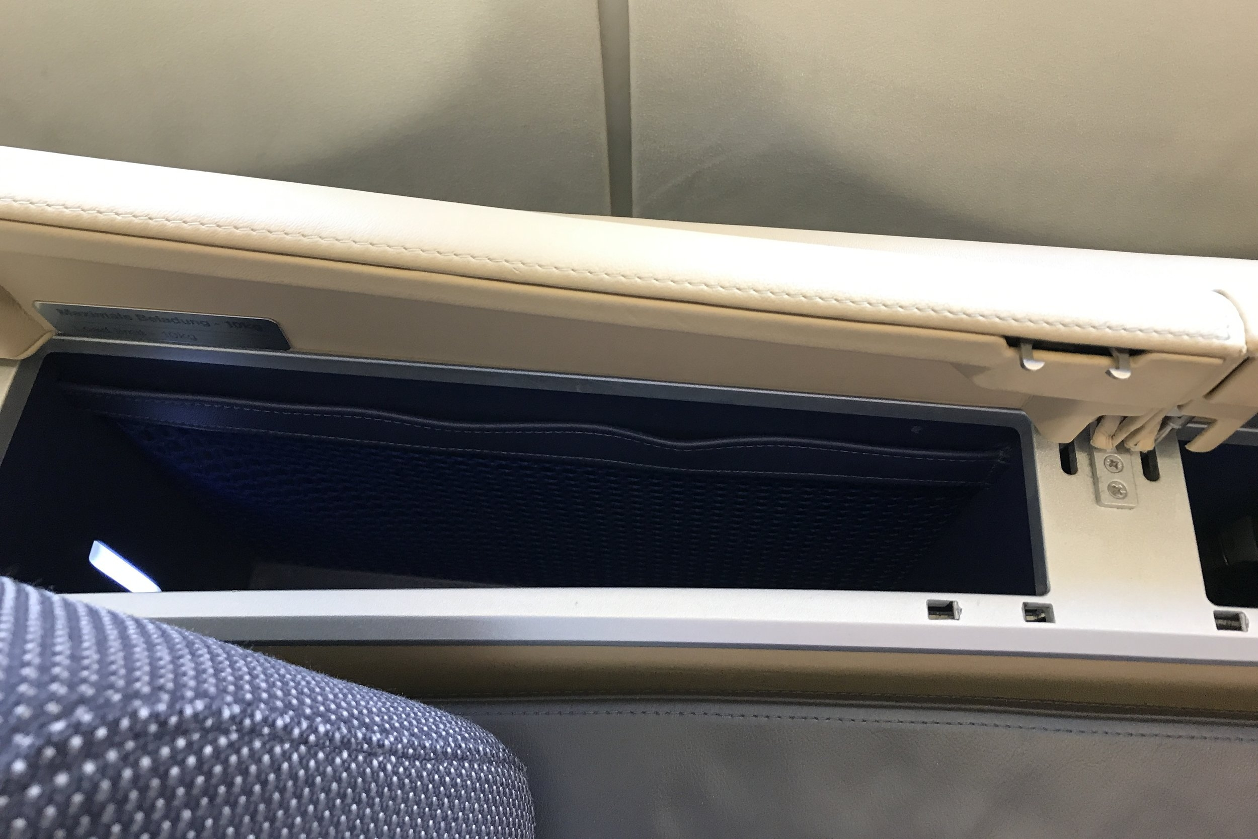 Lufthansa First Class – Storage compartment