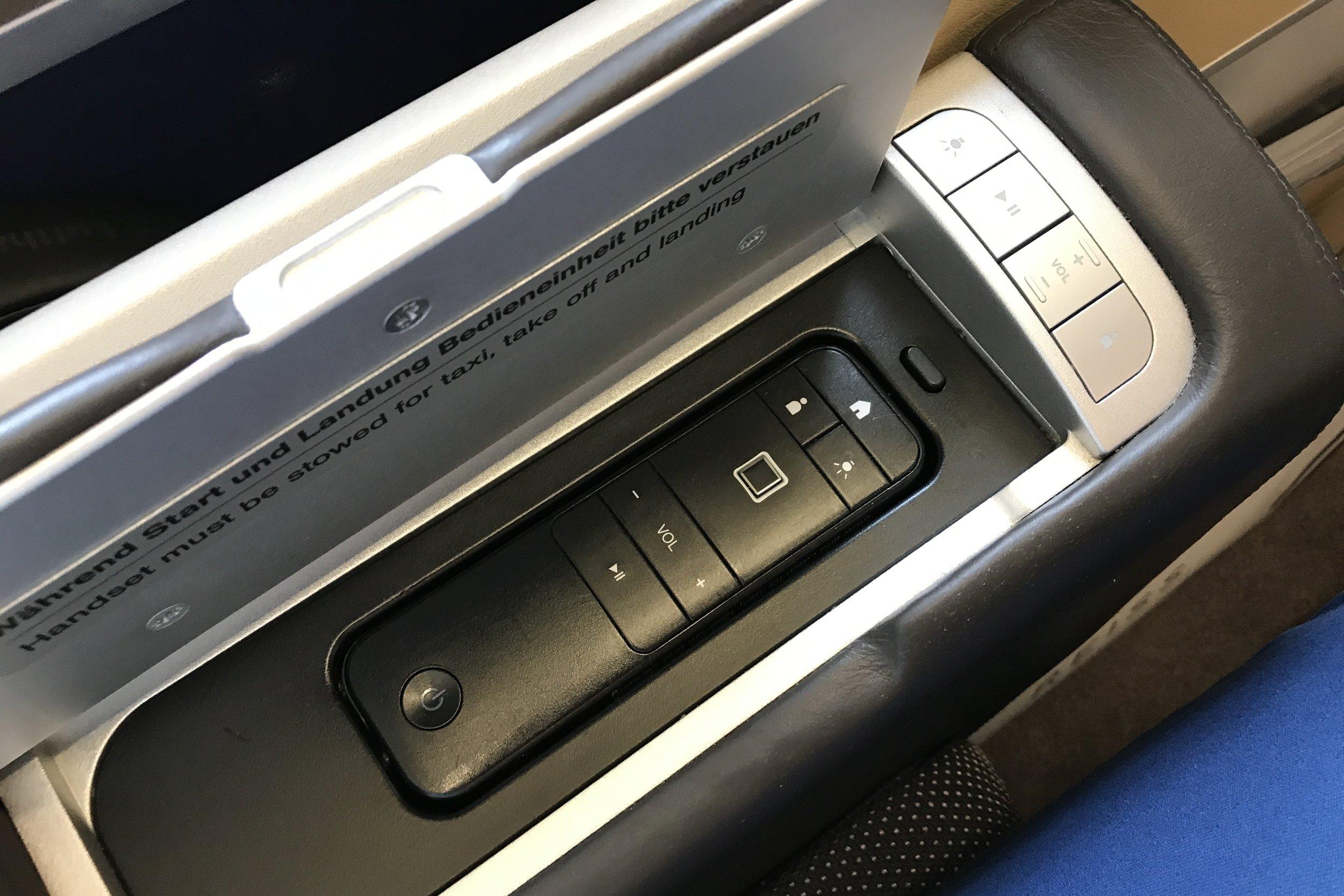 Lufthansa First Class – Entertainment controls