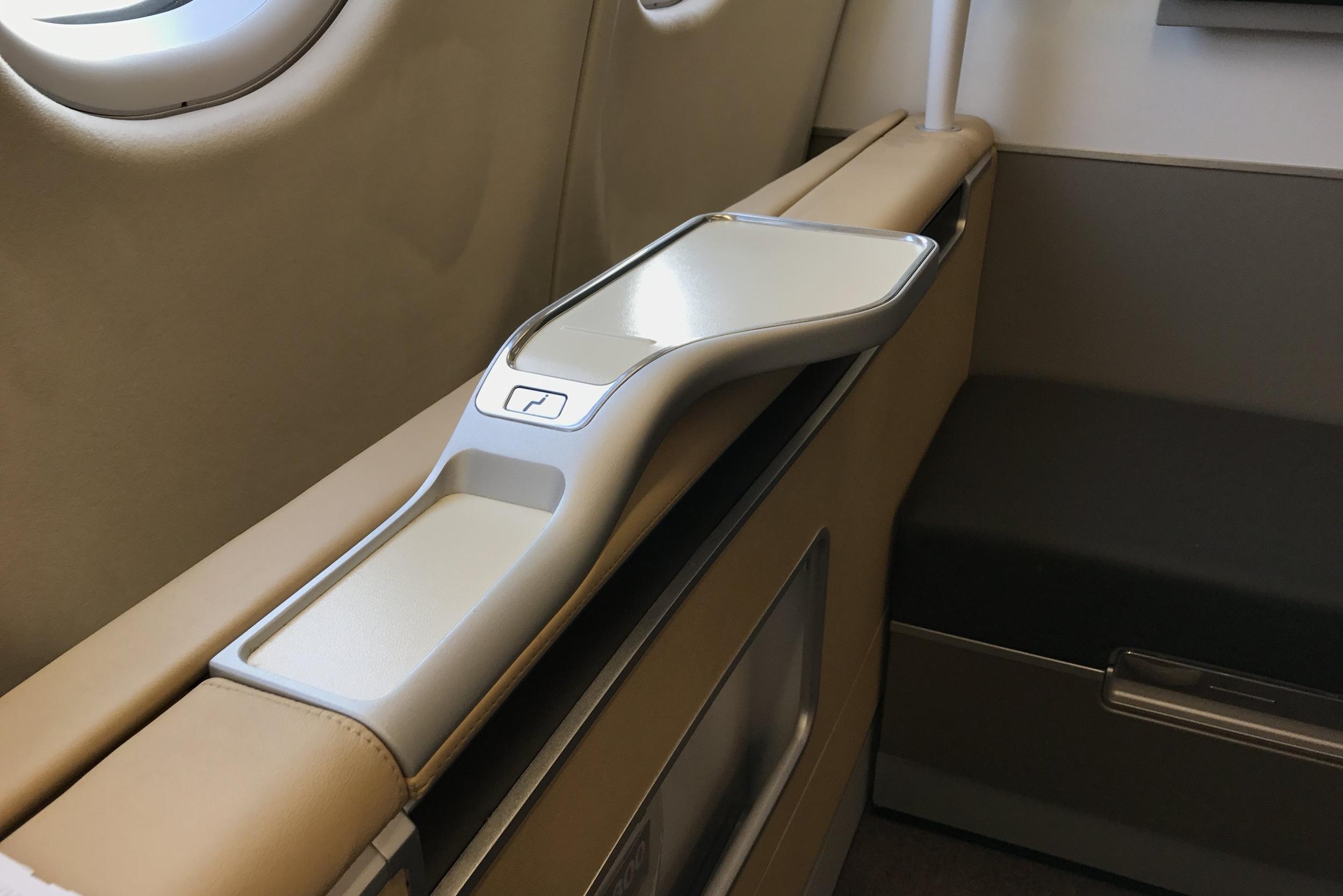 Lufthansa First Class – Countertop
