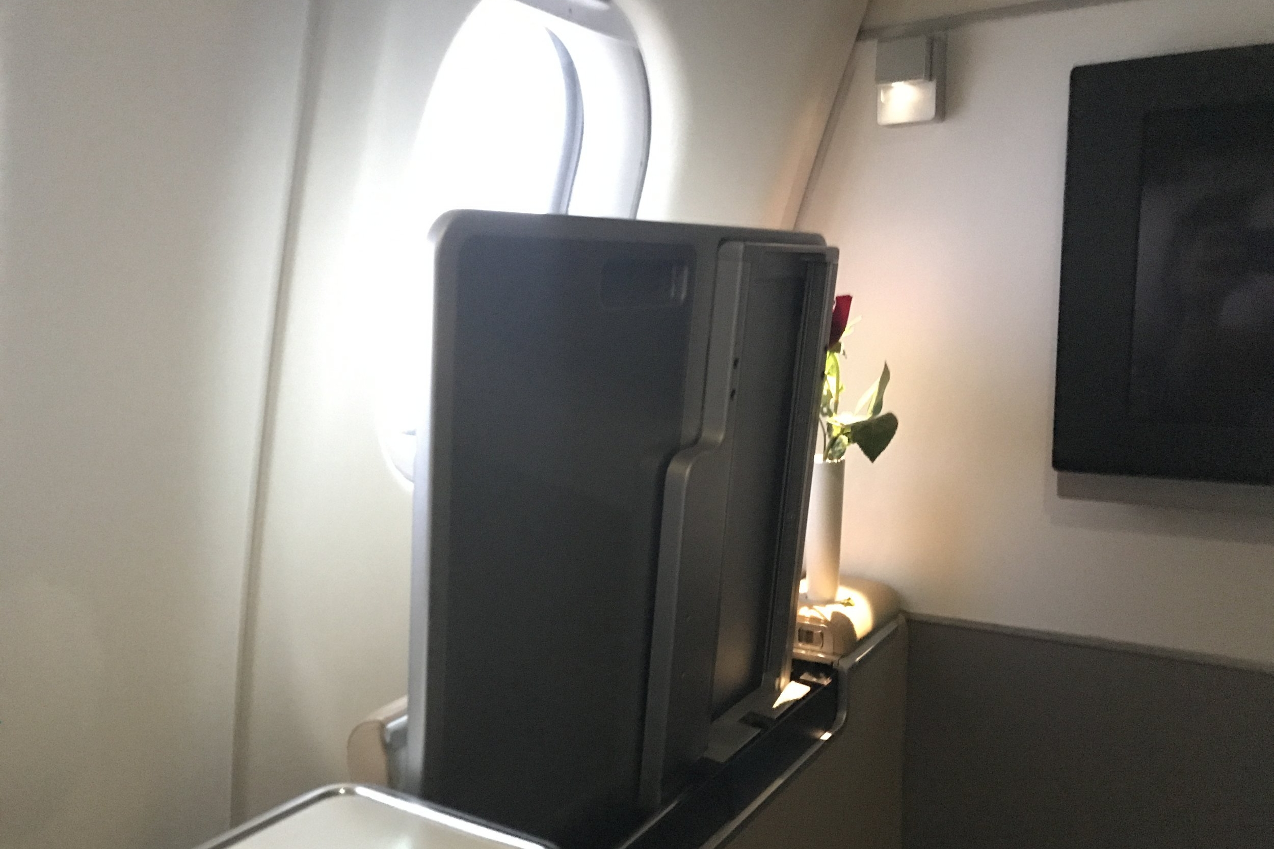 Lufthansa First Class – Tray table