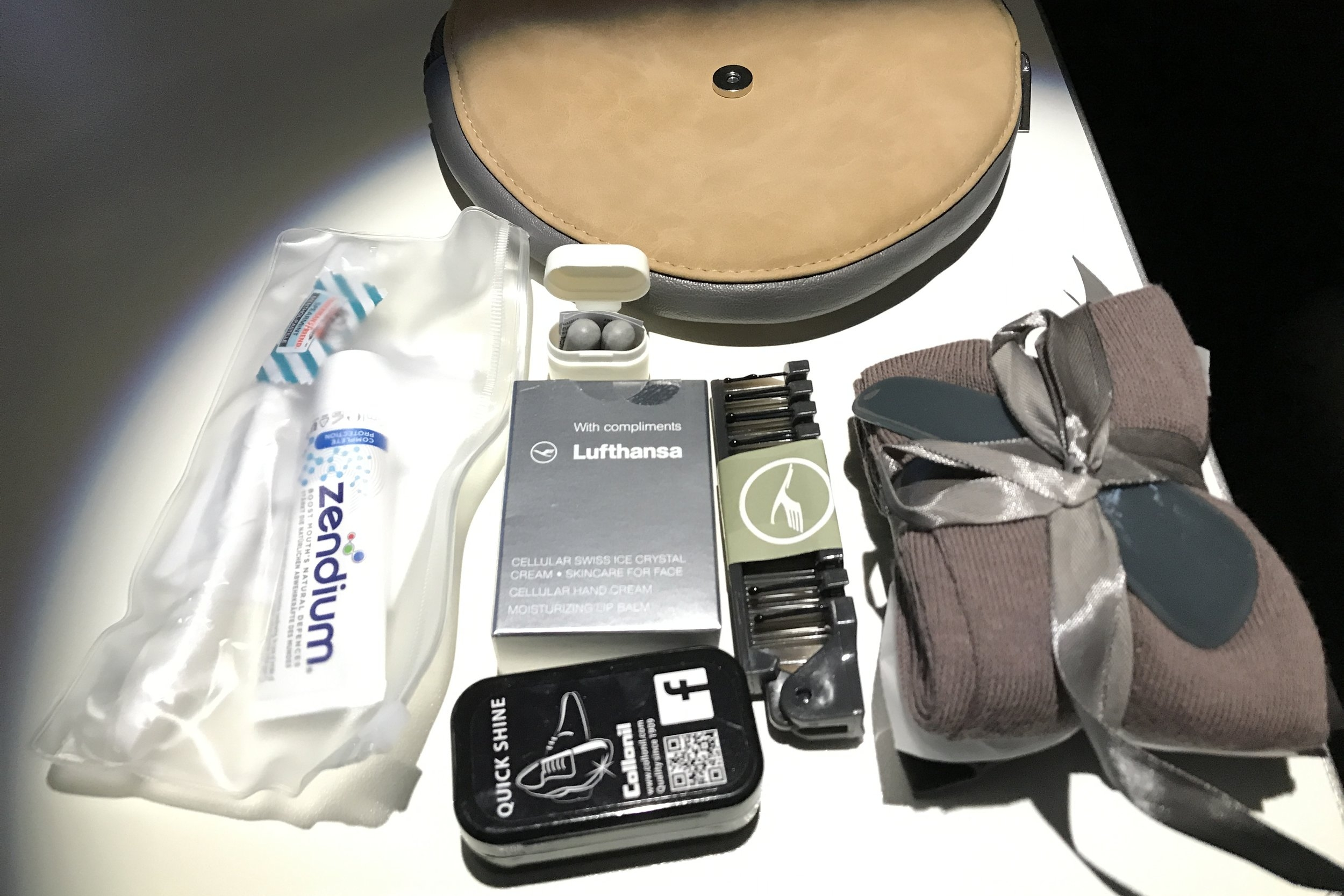 Lufthansa First Class – Amenity kit contents