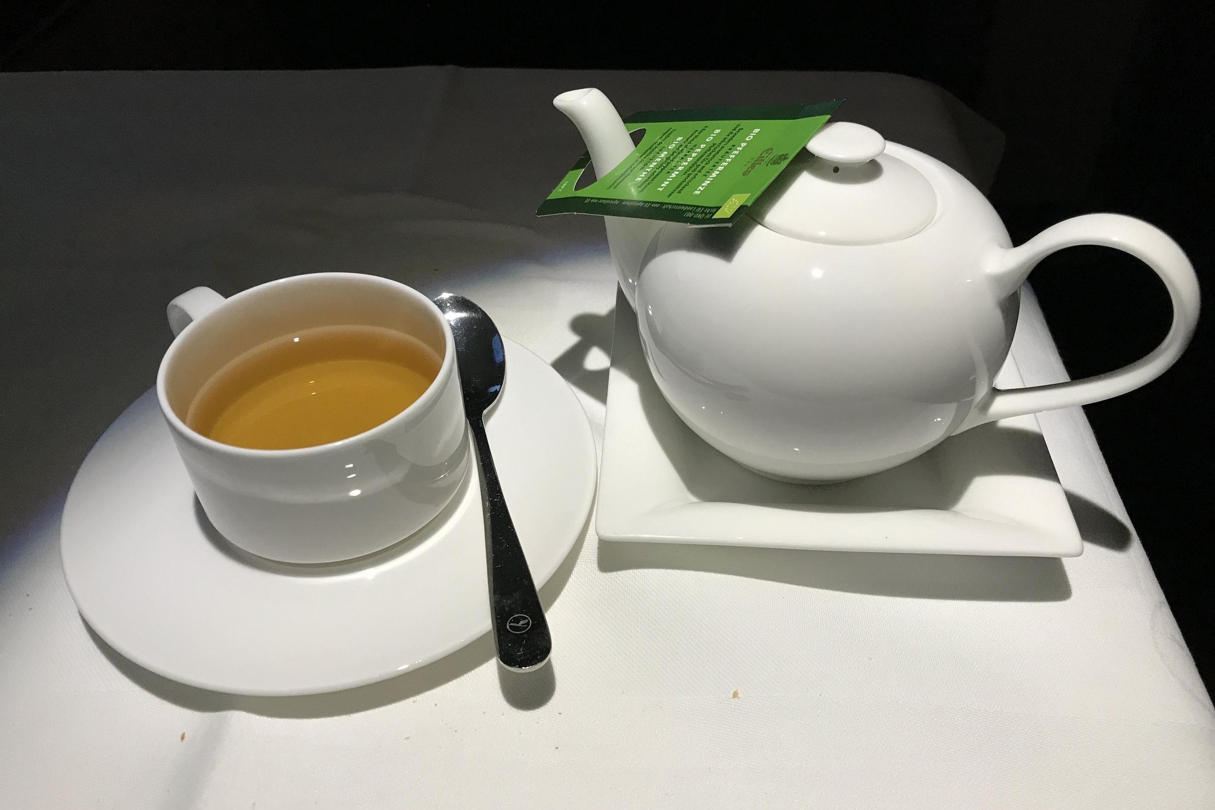 Lufthansa First Class – Peppermint tea