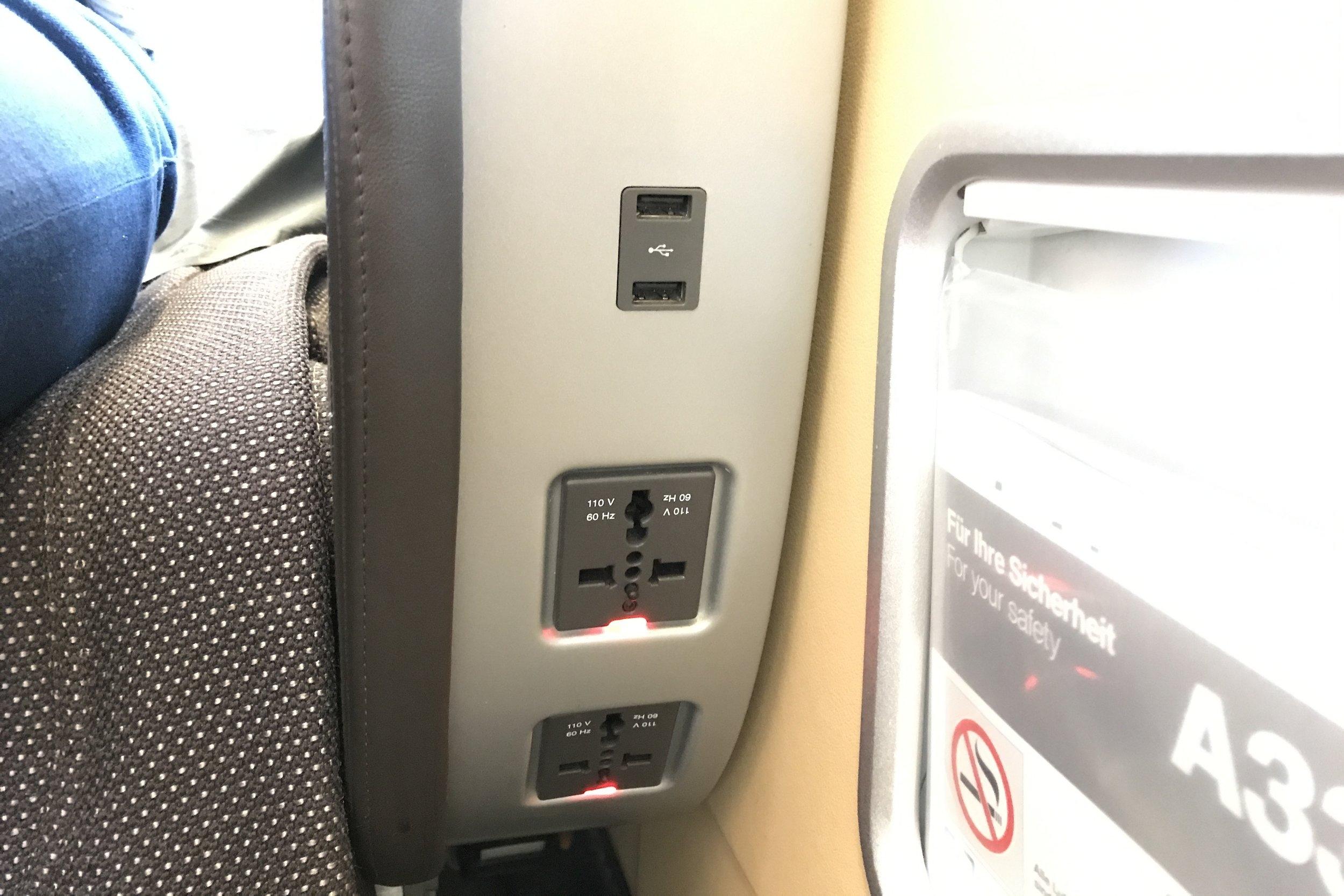 Lufthansa First Class – Power outlets