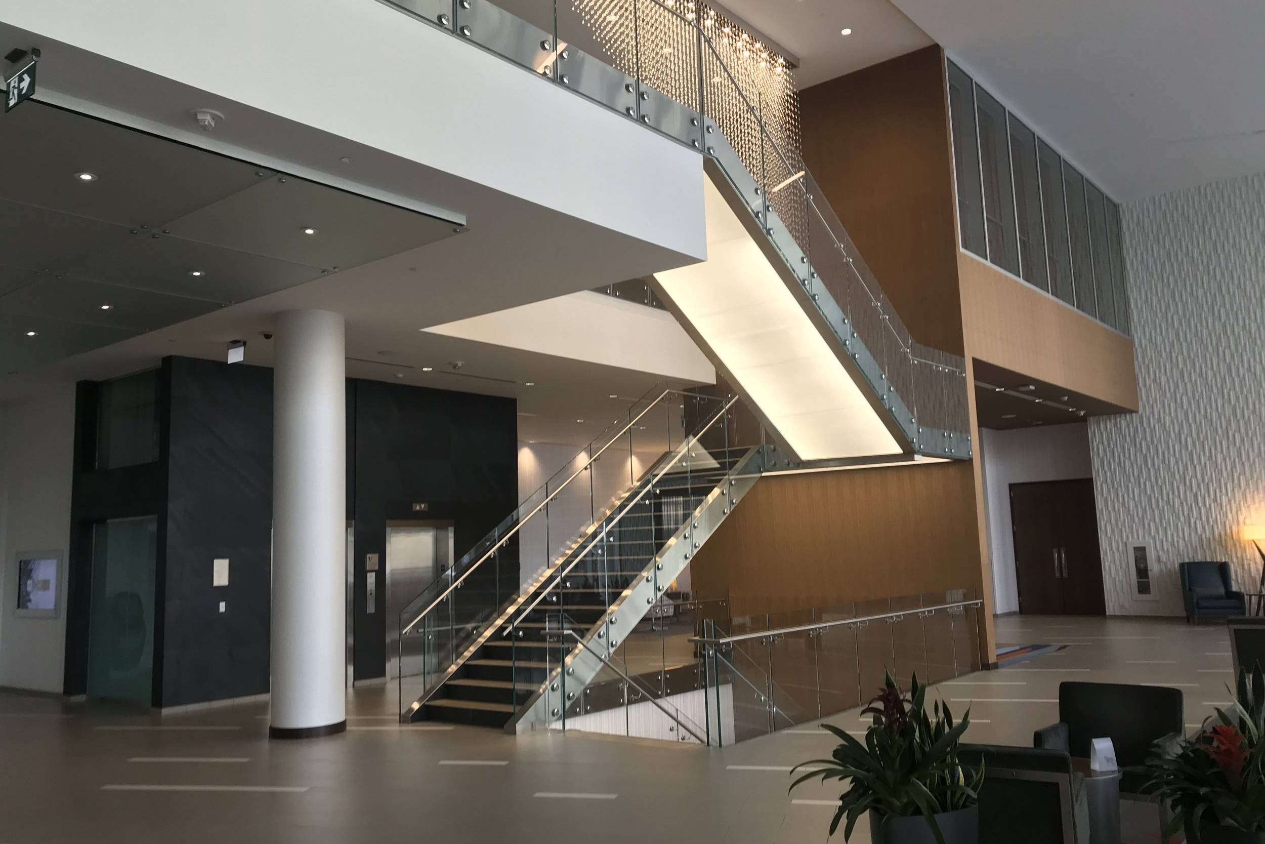 Marriott In-Terminal Hotel Calgary Airport – Lobby
