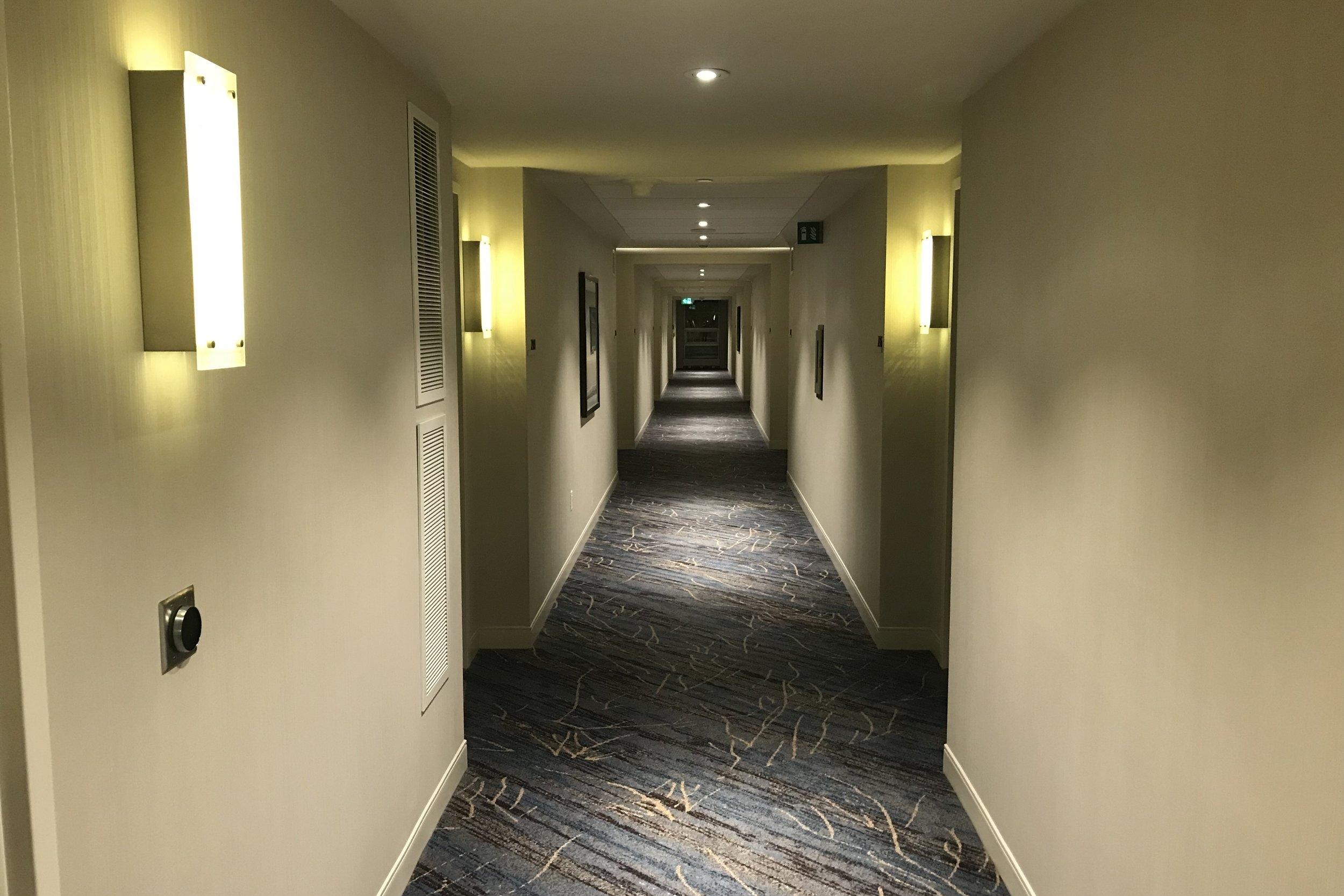 Marriott In-Terminal Hotel Calgary Airport – Hallway