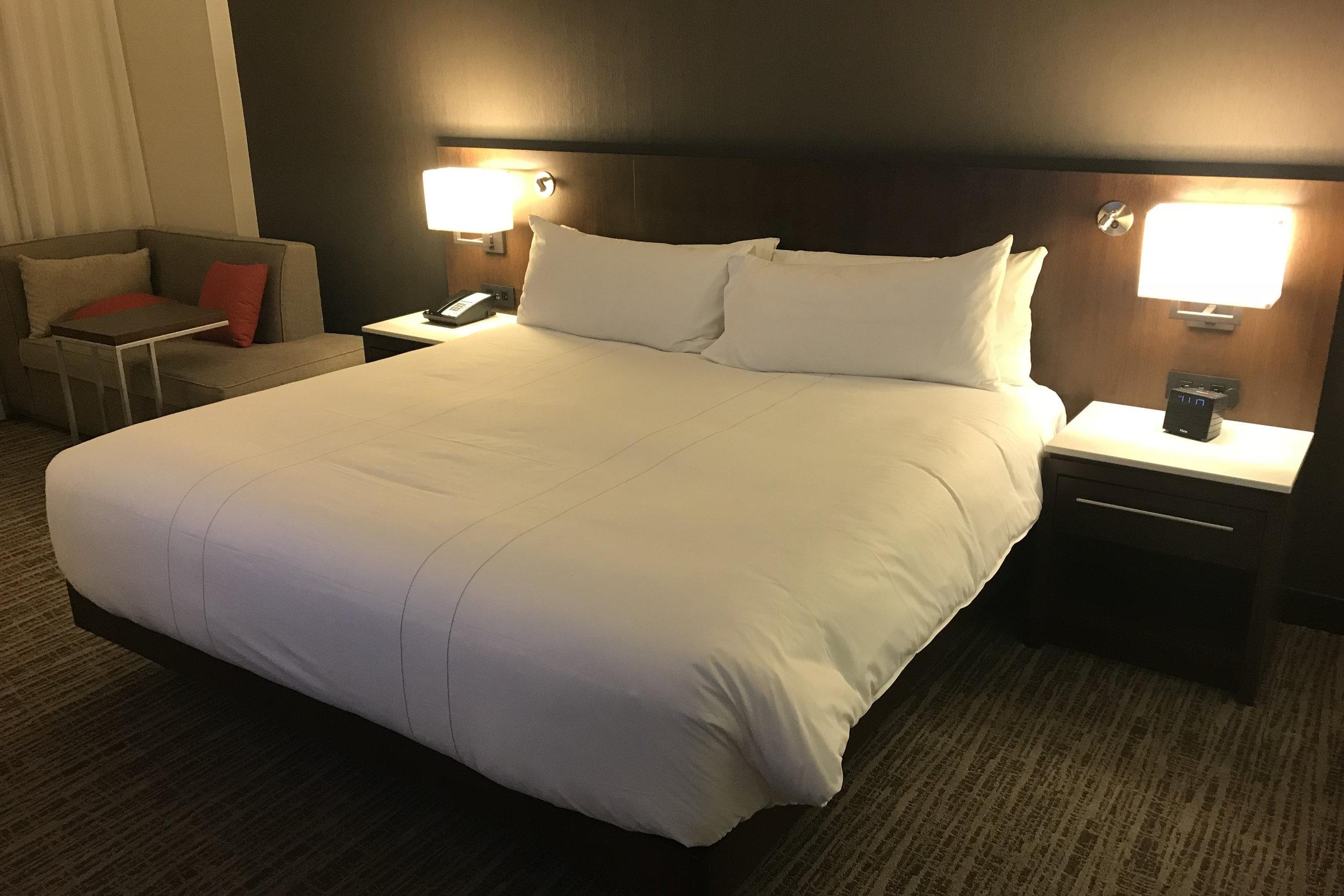 Marriott In-Terminal Hotel Calgary Airport – King bed
