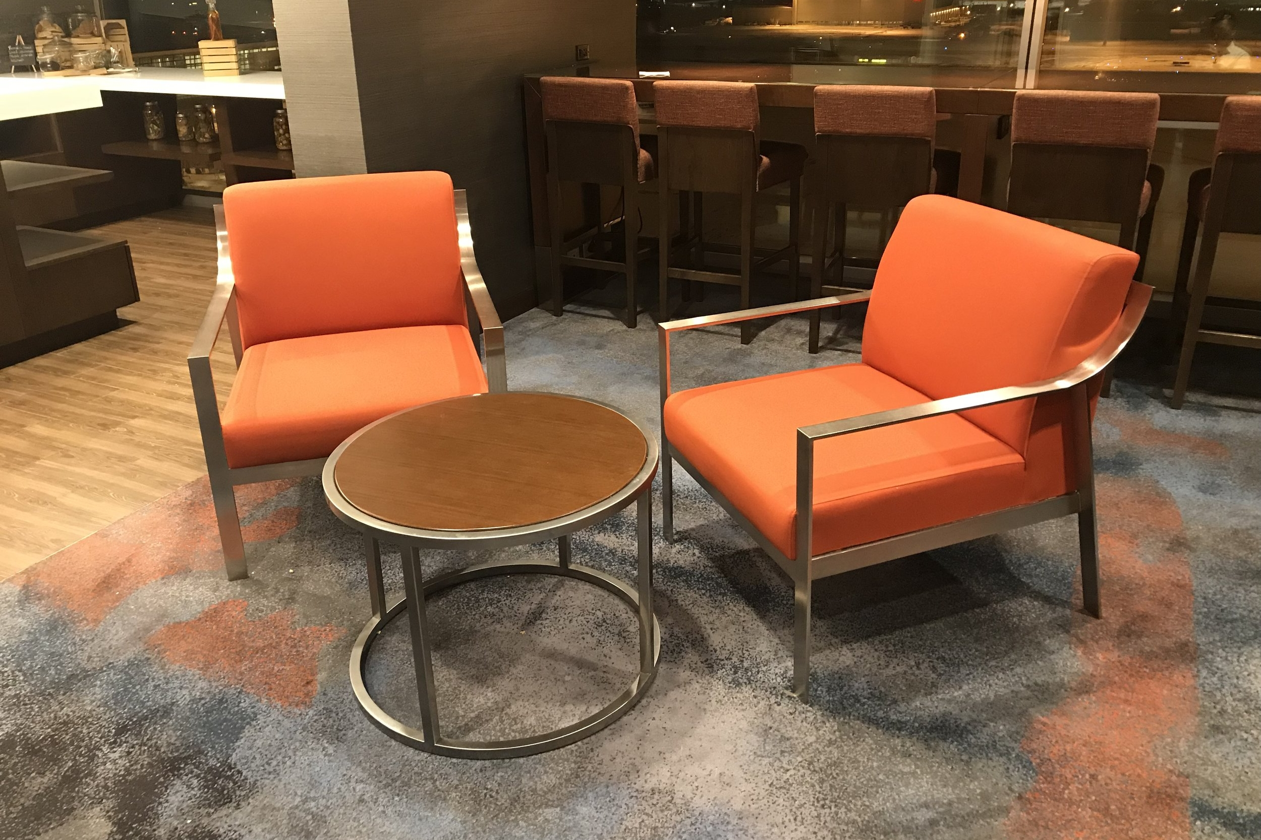Marriott In-Terminal Hotel Calgary Airport – M Club seating area