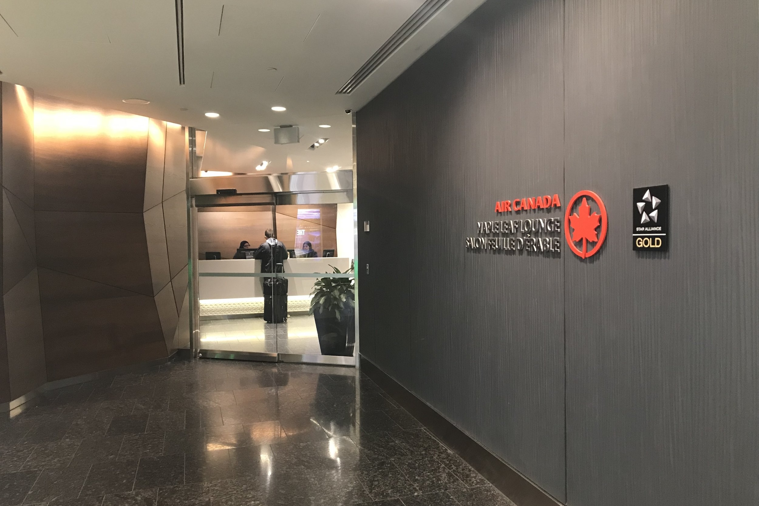 Air Canada Maple Leaf Lounge Calgary (Domestic) – Entrance