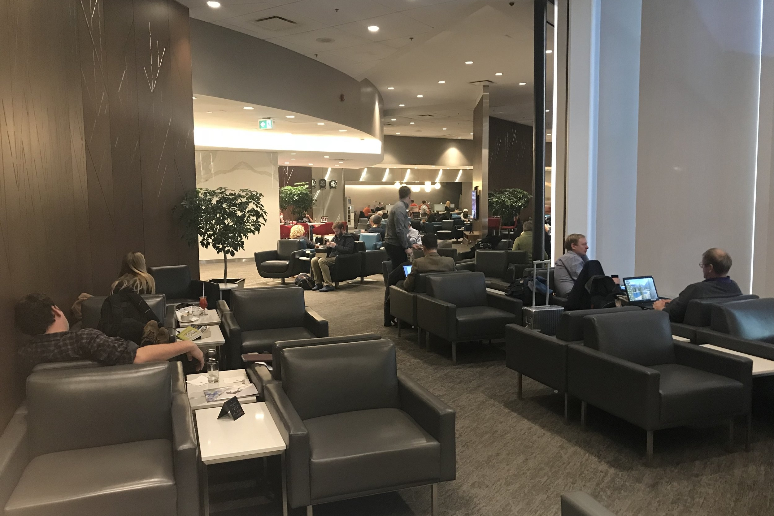 Air Canada Maple Leaf Lounge Calgary (Domestic) – Seating area
