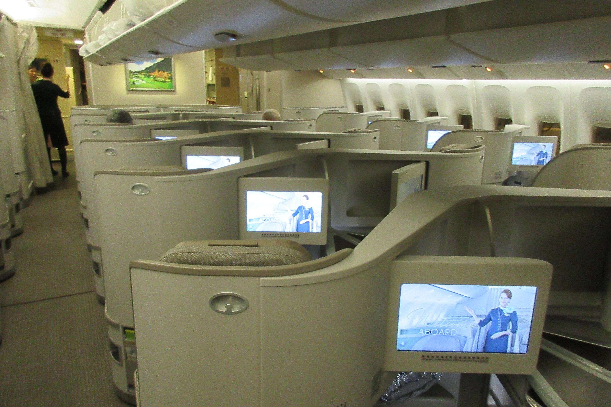 EVA Air business class Toronto to Taipei – Cabin