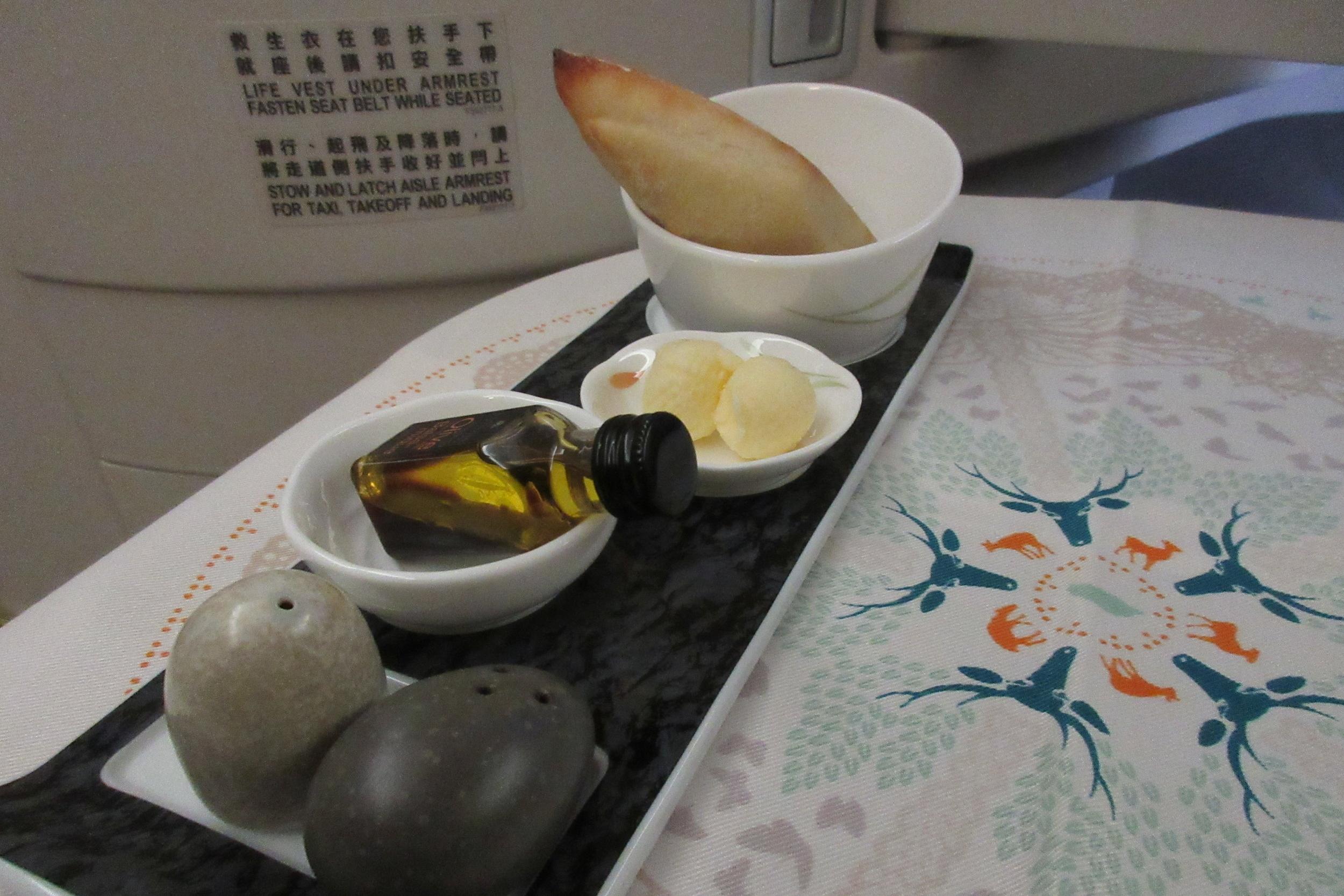 EVA Air business class Toronto to Taipei – Bread