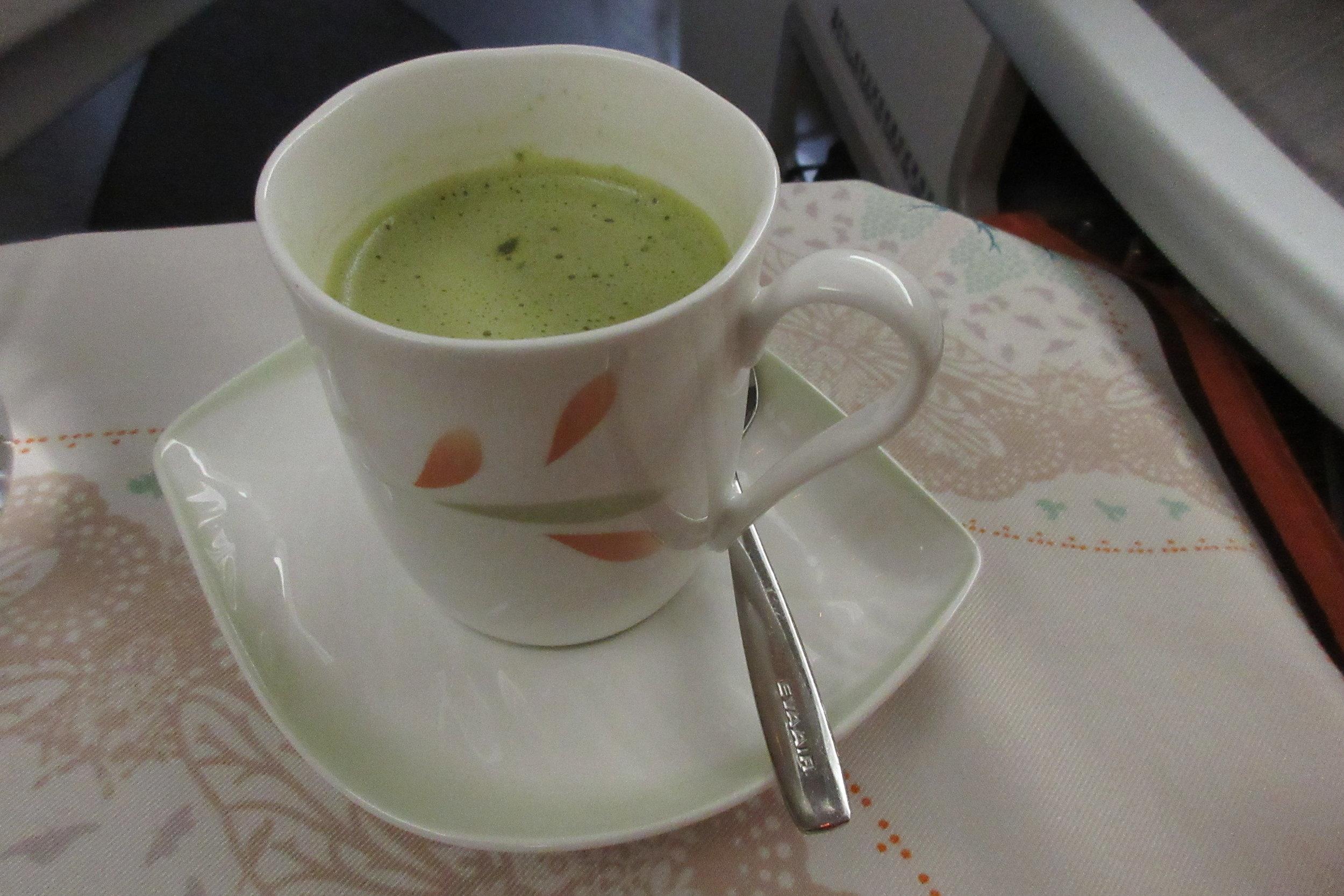 EVA Air business class Toronto to Taipei – Matcha milk tea