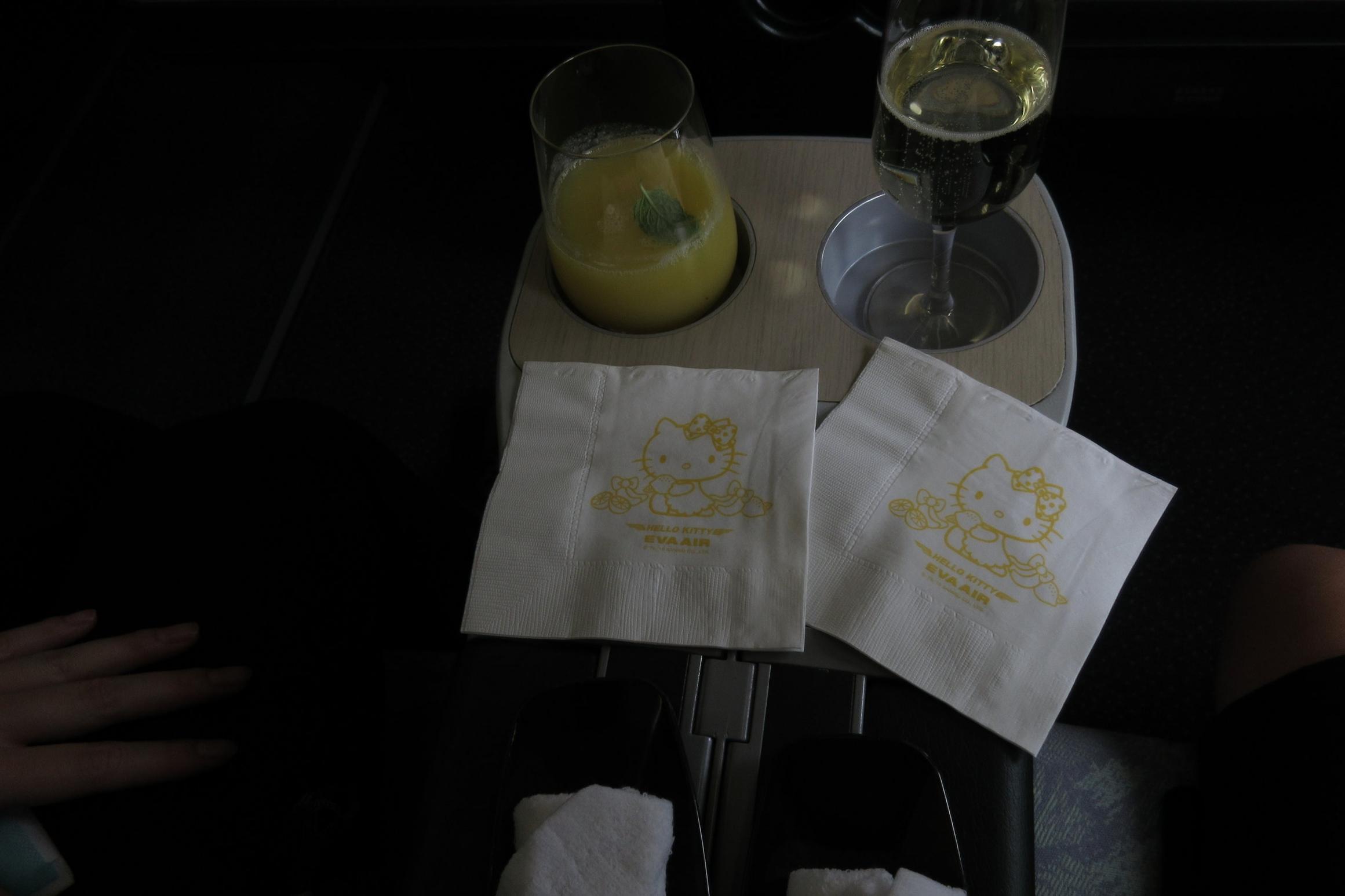 EVA Air regional business class – Welcome drinks