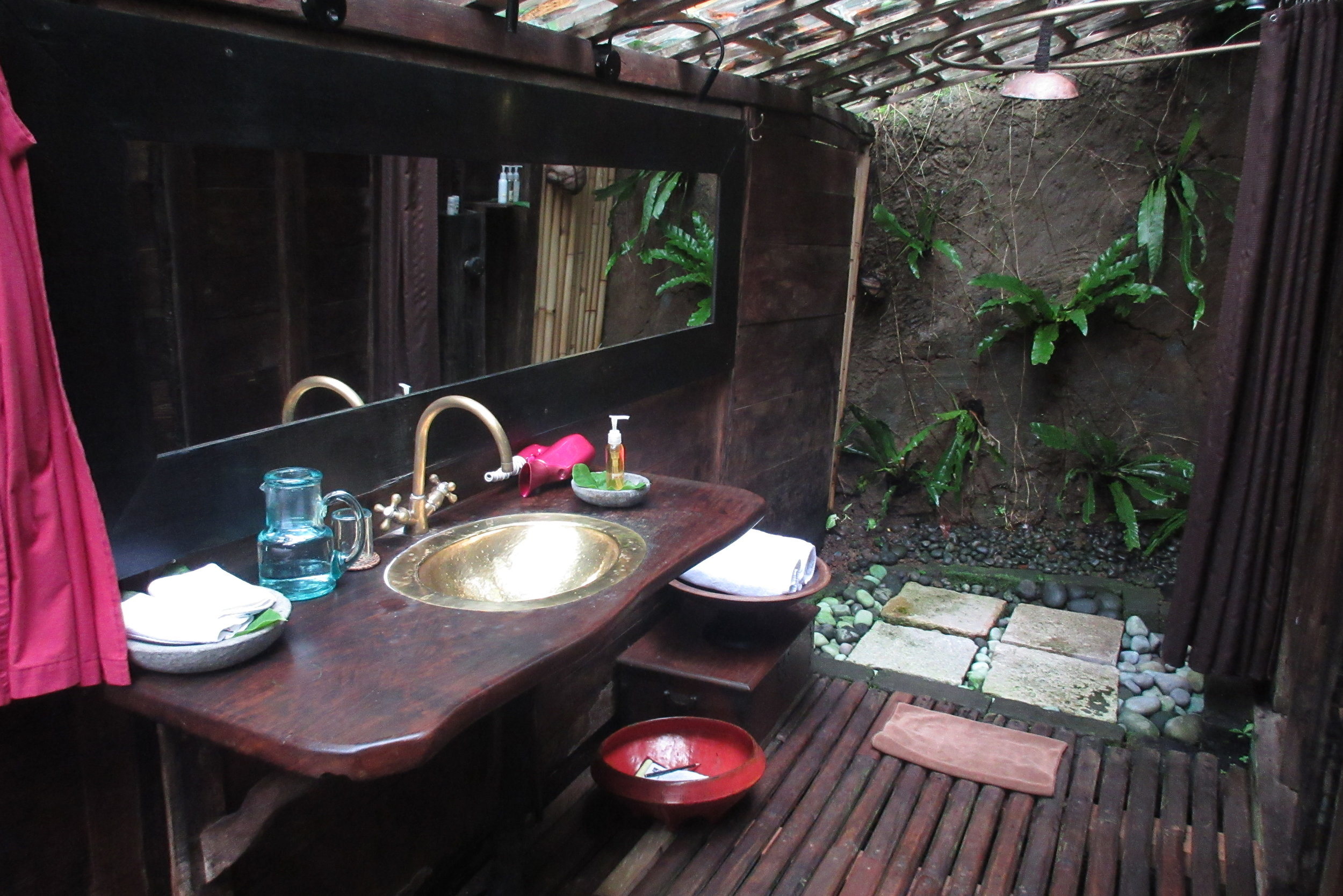 Bambu Indah Ubud – Udang House bathroom