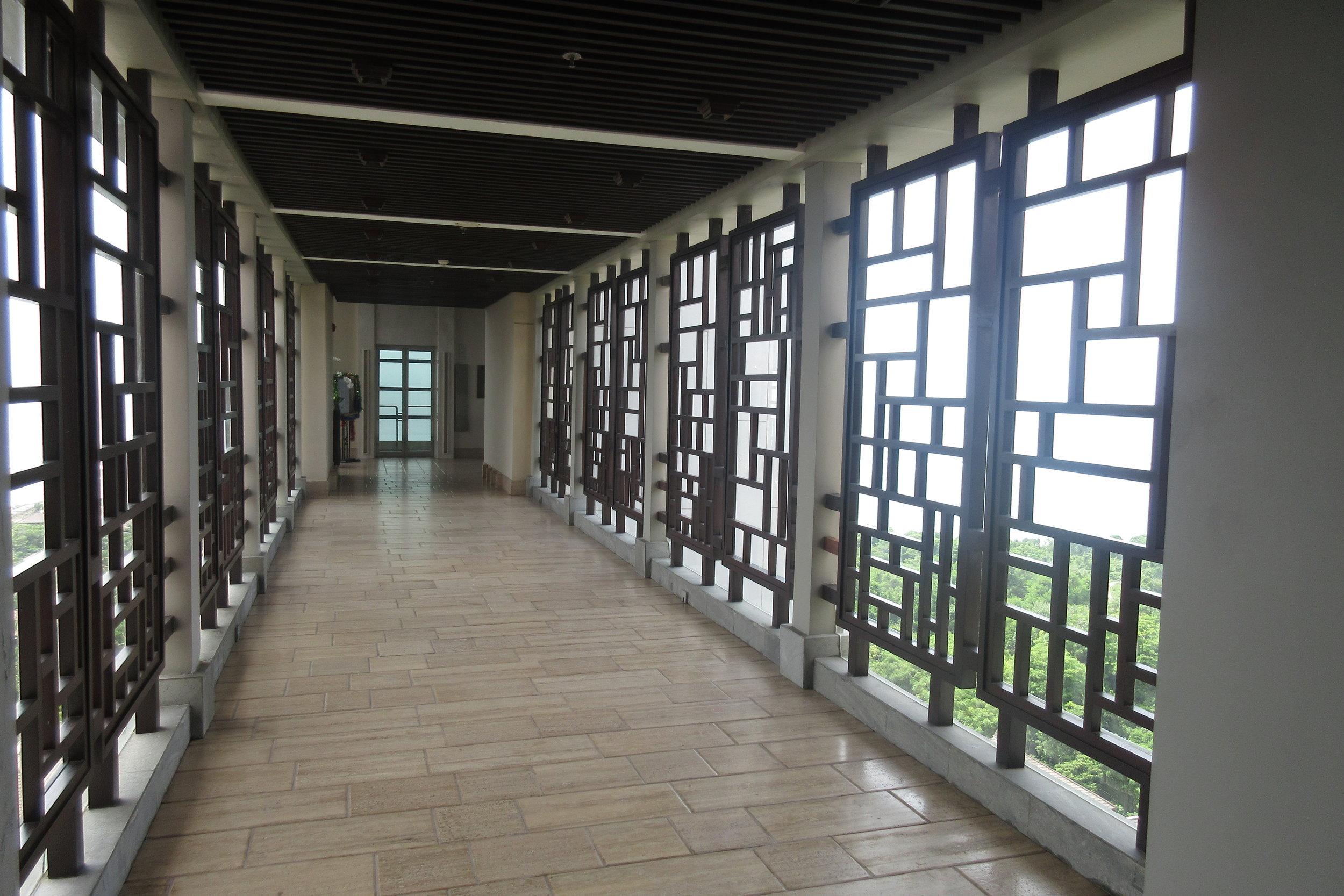 The Ritz-Carlton, Bali – Hallway to elevators
