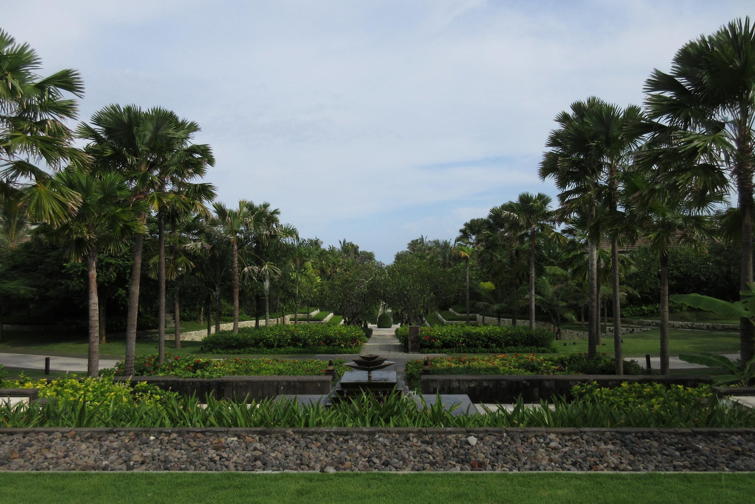 The Ritz-Carlton, Bali – Front lawns