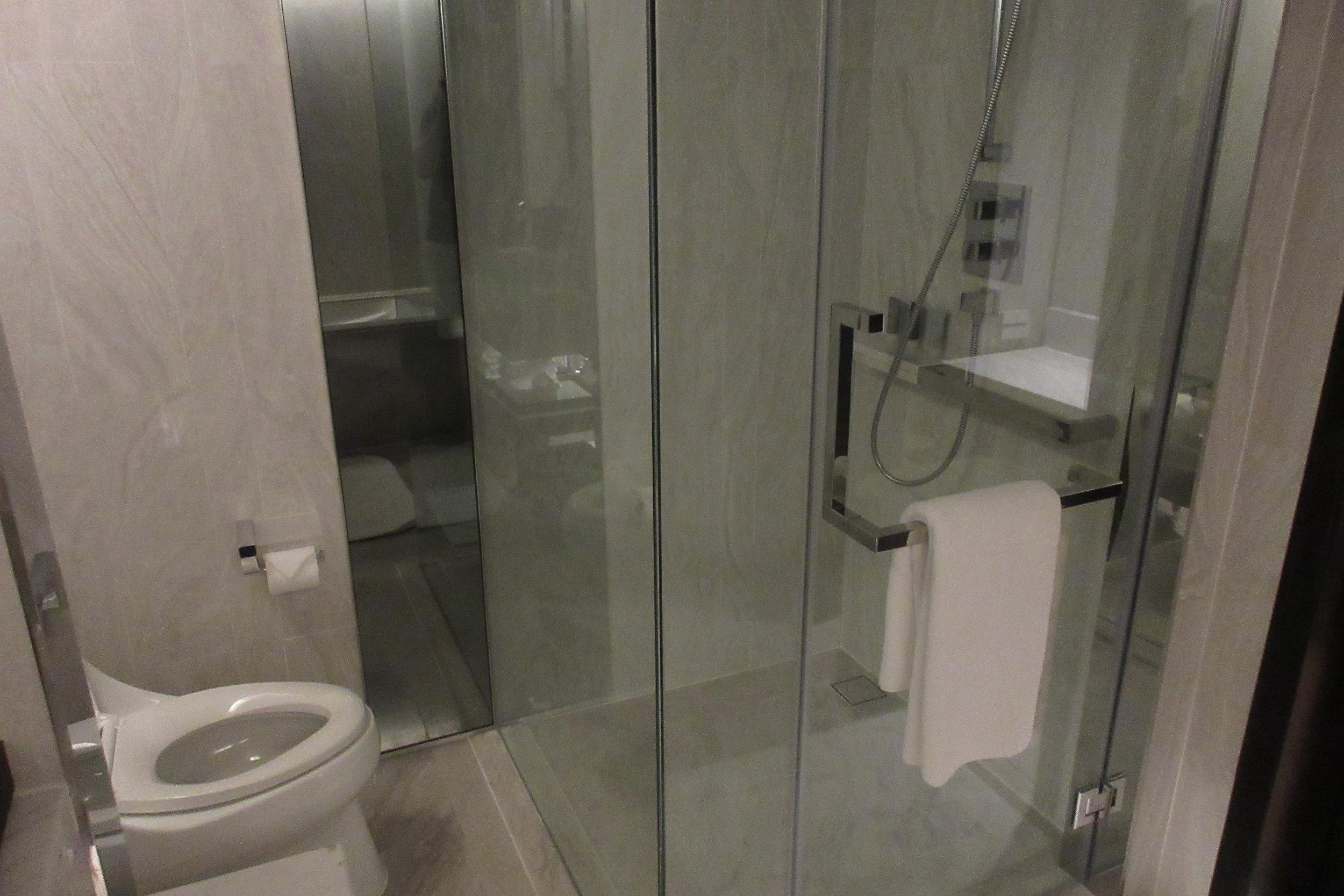 JW Marriott Bangkok – Toilet and shower
