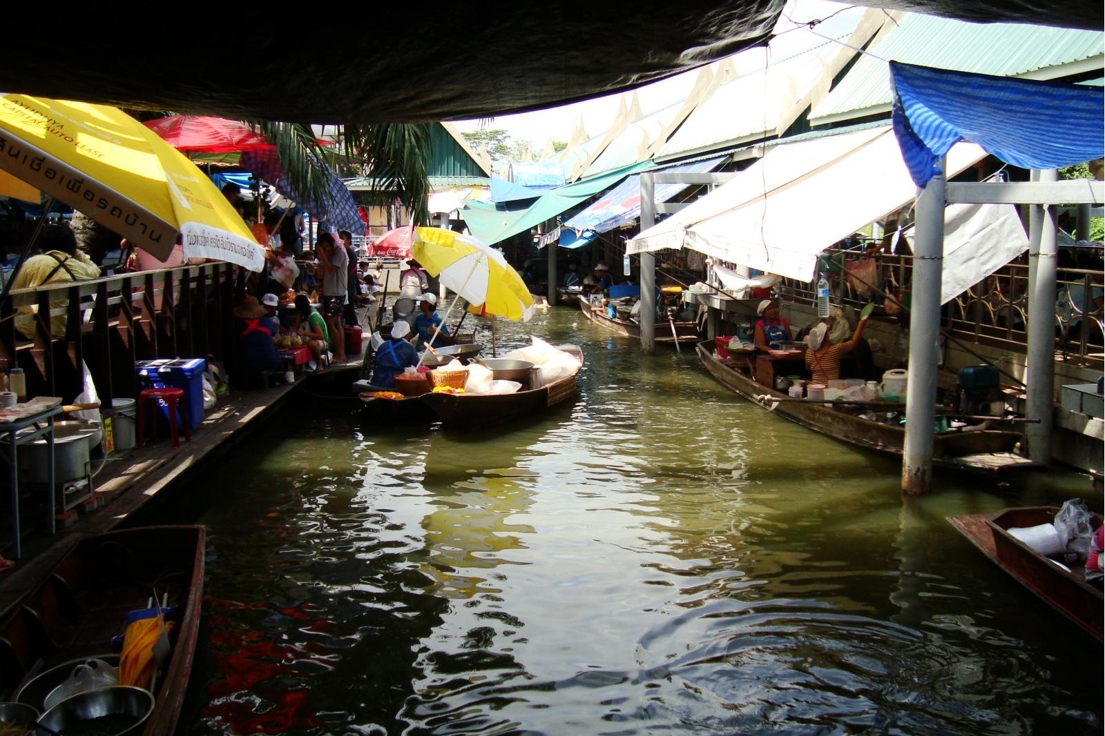 Taling Chan Floating Market, upstream on the Chao Phraya