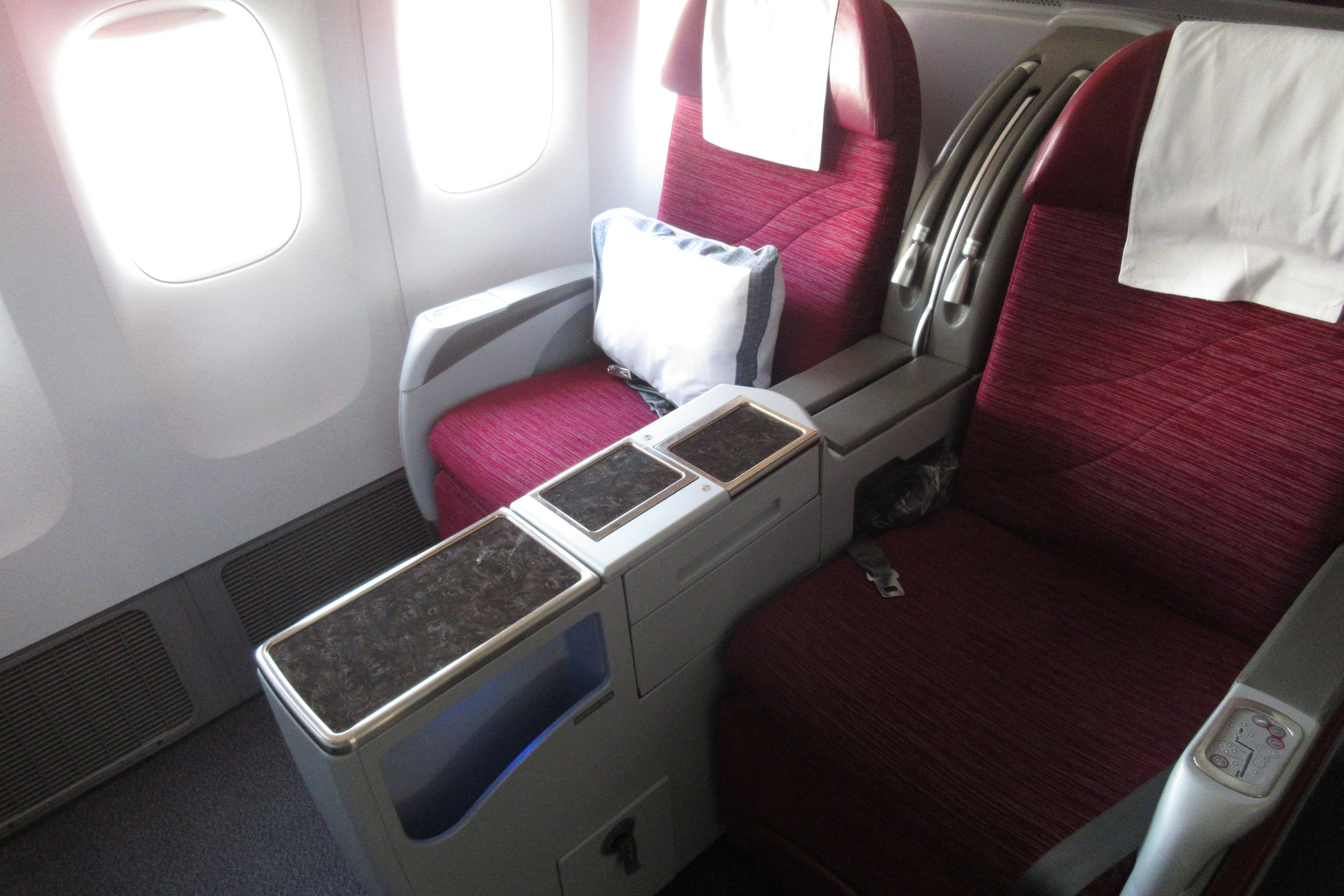 Qatar Airways 777 business class – Seats 3H and 3K