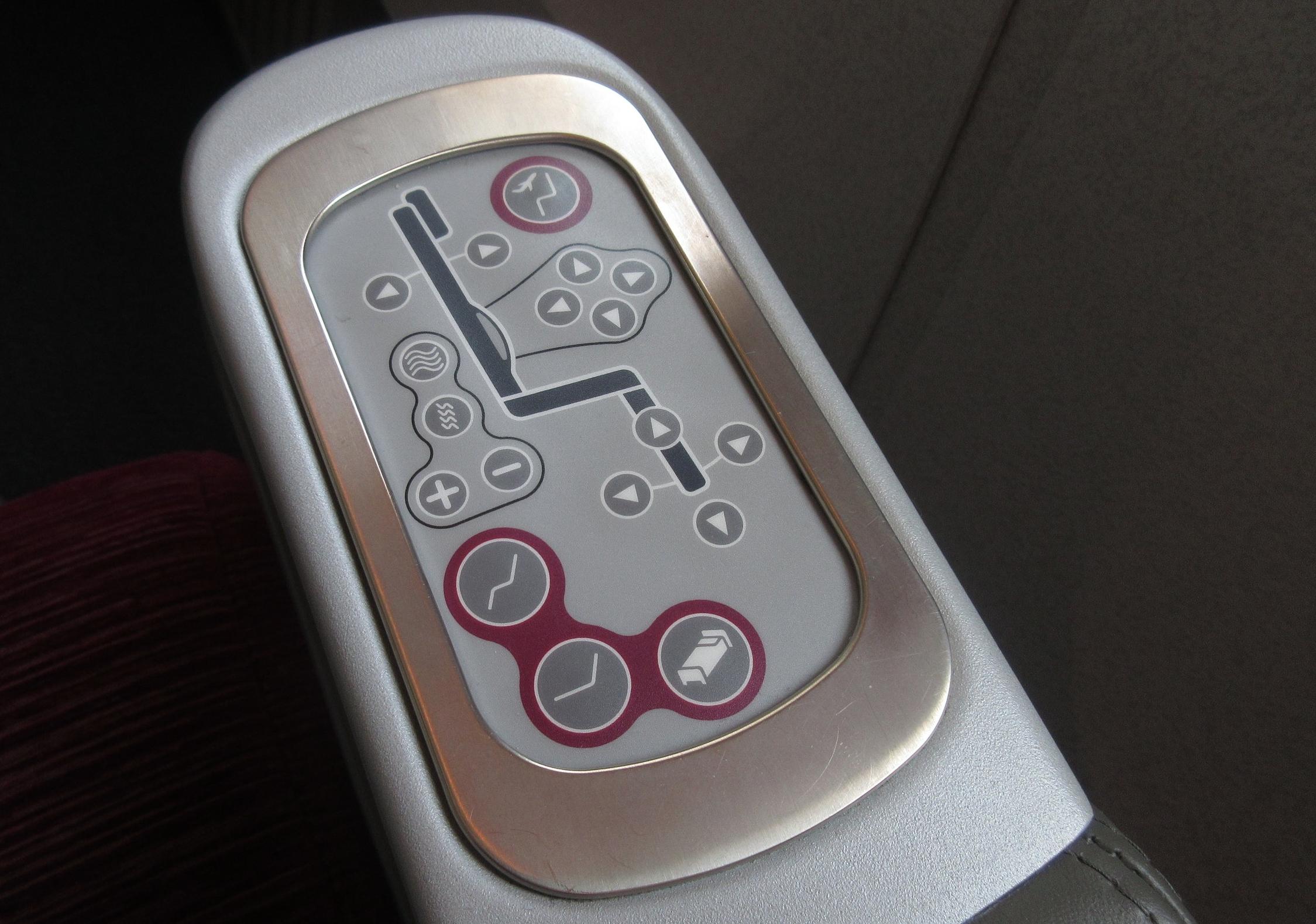 Qatar Airways 777 business class – Seat controls