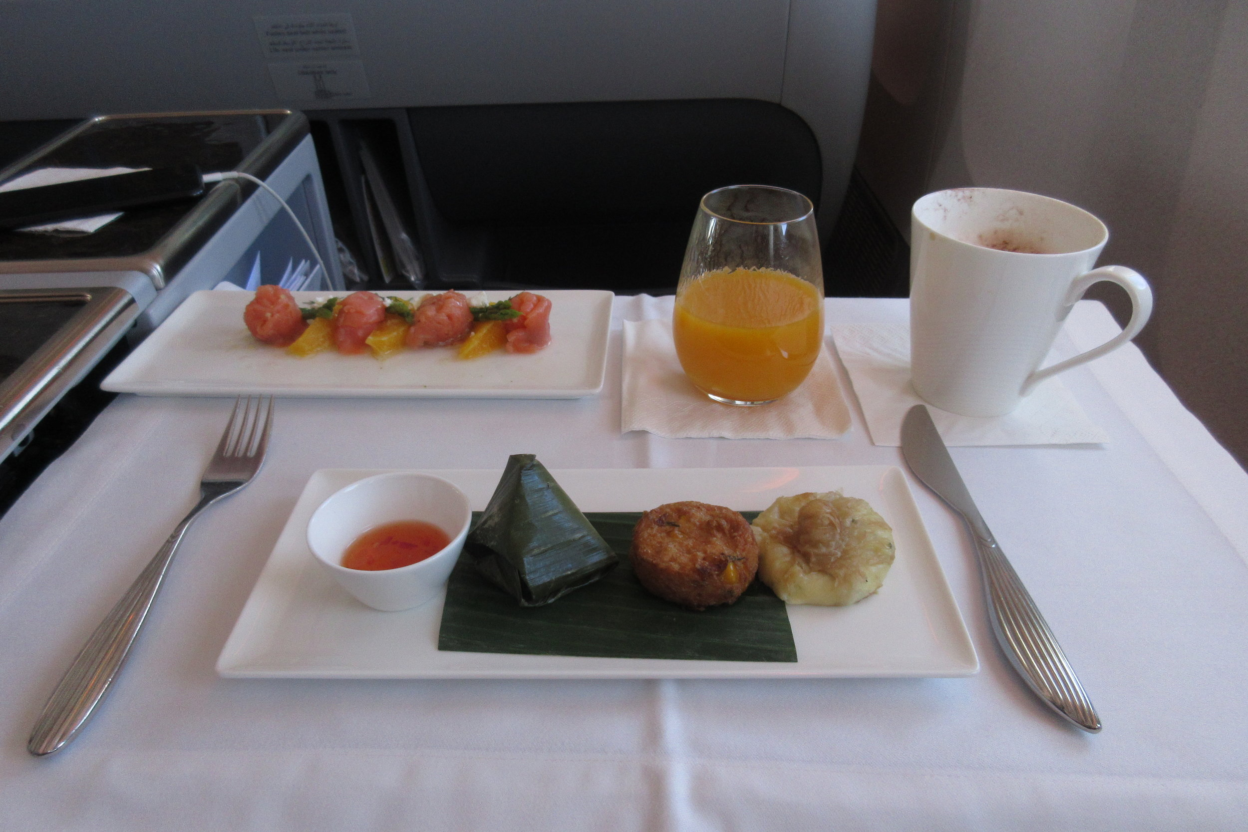 Qatar Airways 777 business class – Light meal