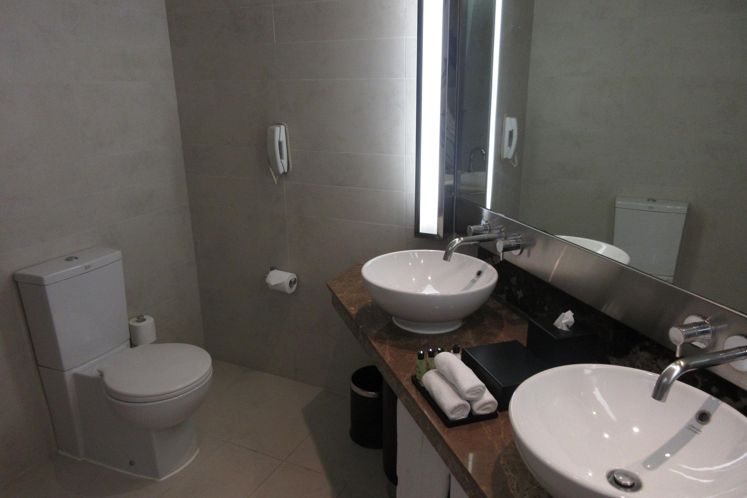InterContinental Hanoi Westlake – Bathroom