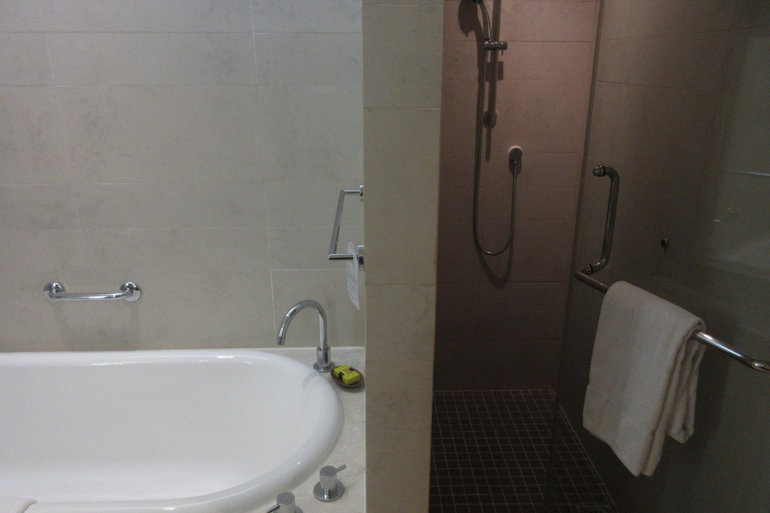InterContinental Hanoi Westlake – Shower
