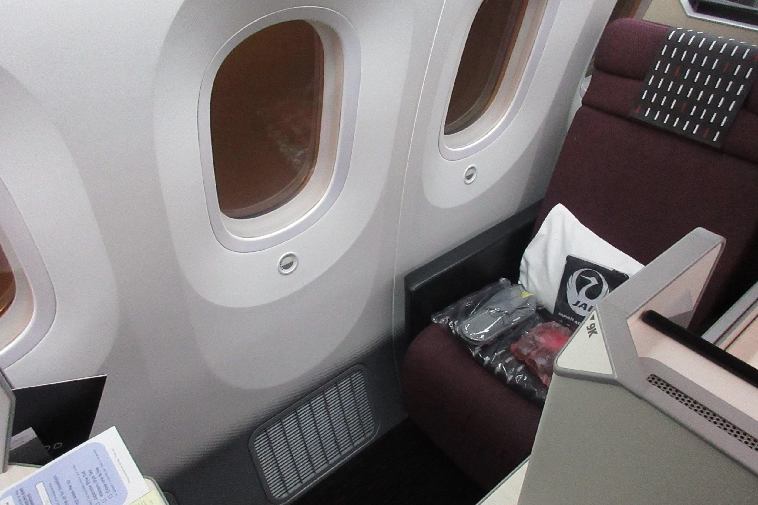 Japan Airlines business class – Seat 9K