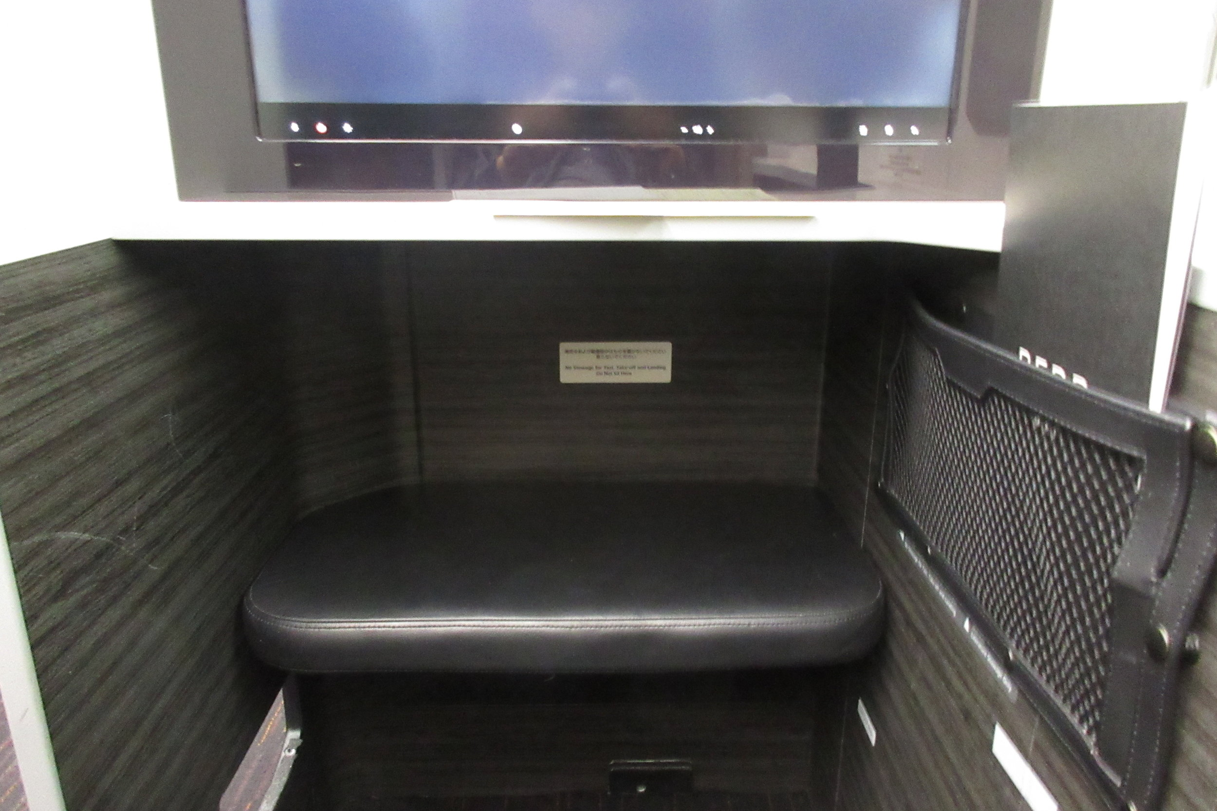 Japan Airlines business class – Leg rest and storage space