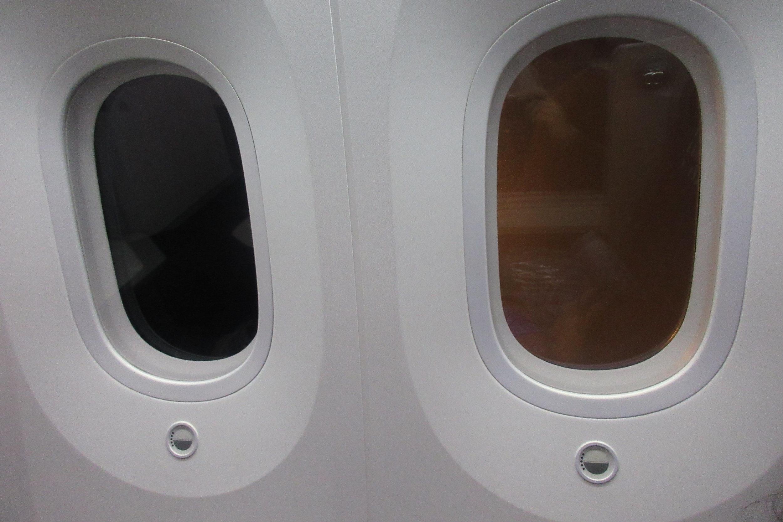 Japan Airlines business class – Window brightness controls