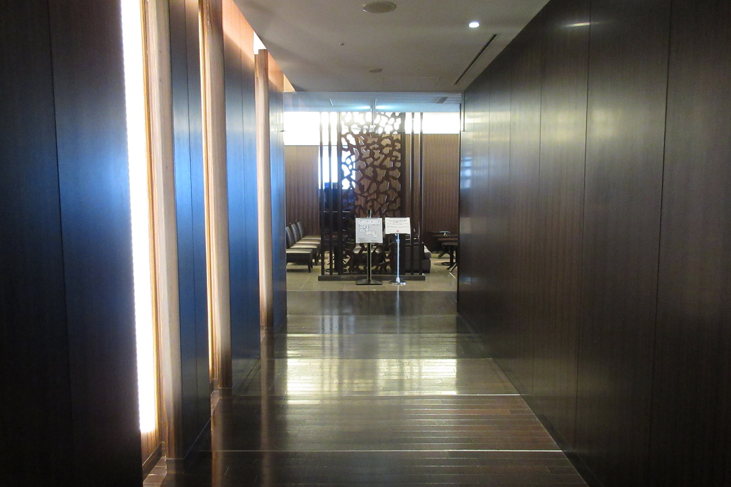 Japan Airlines First Class Lounge Tokyo Narita – Hallway