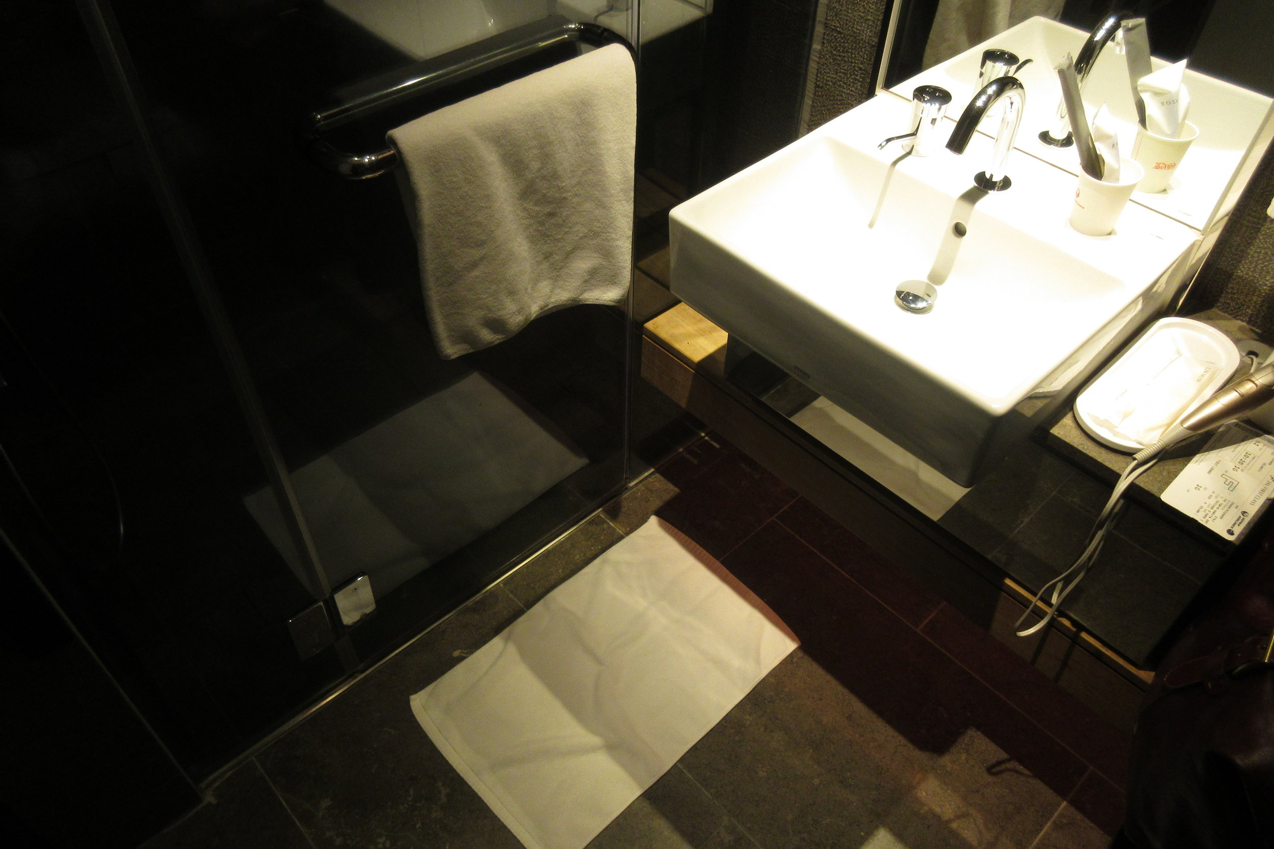 Japan Airlines First Class Lounge Tokyo Narita – Shower room