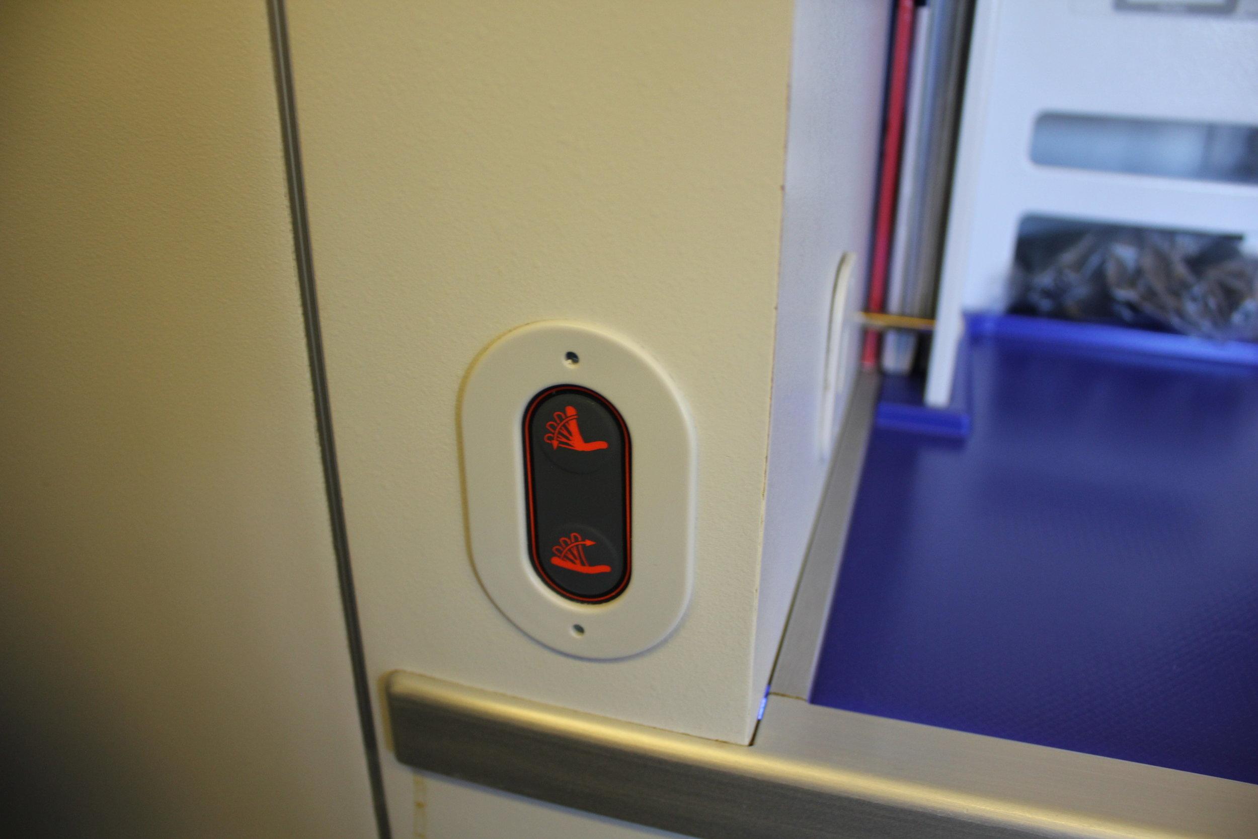 ANA 777 business class – Seat back controls