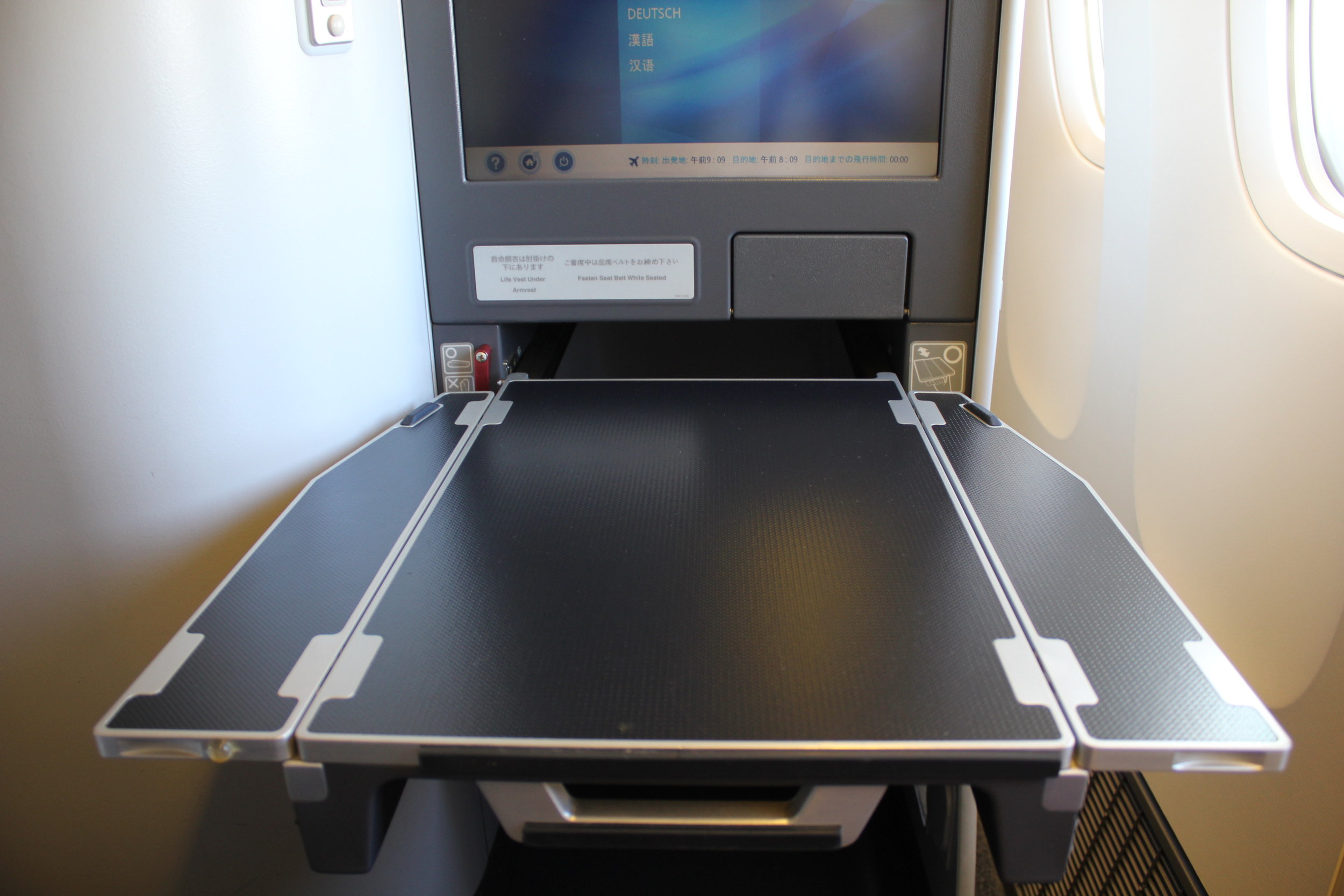 ANA 777 business class – Tray table