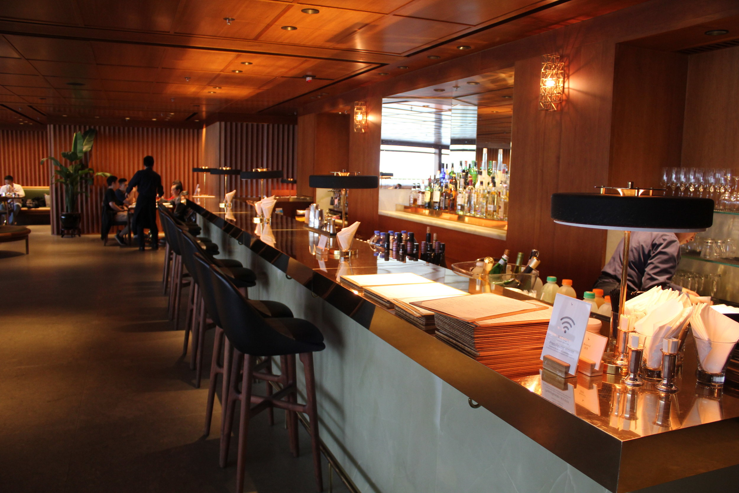 The Pier First Class Lounge by Cathay Pacific – The Dining Room bar