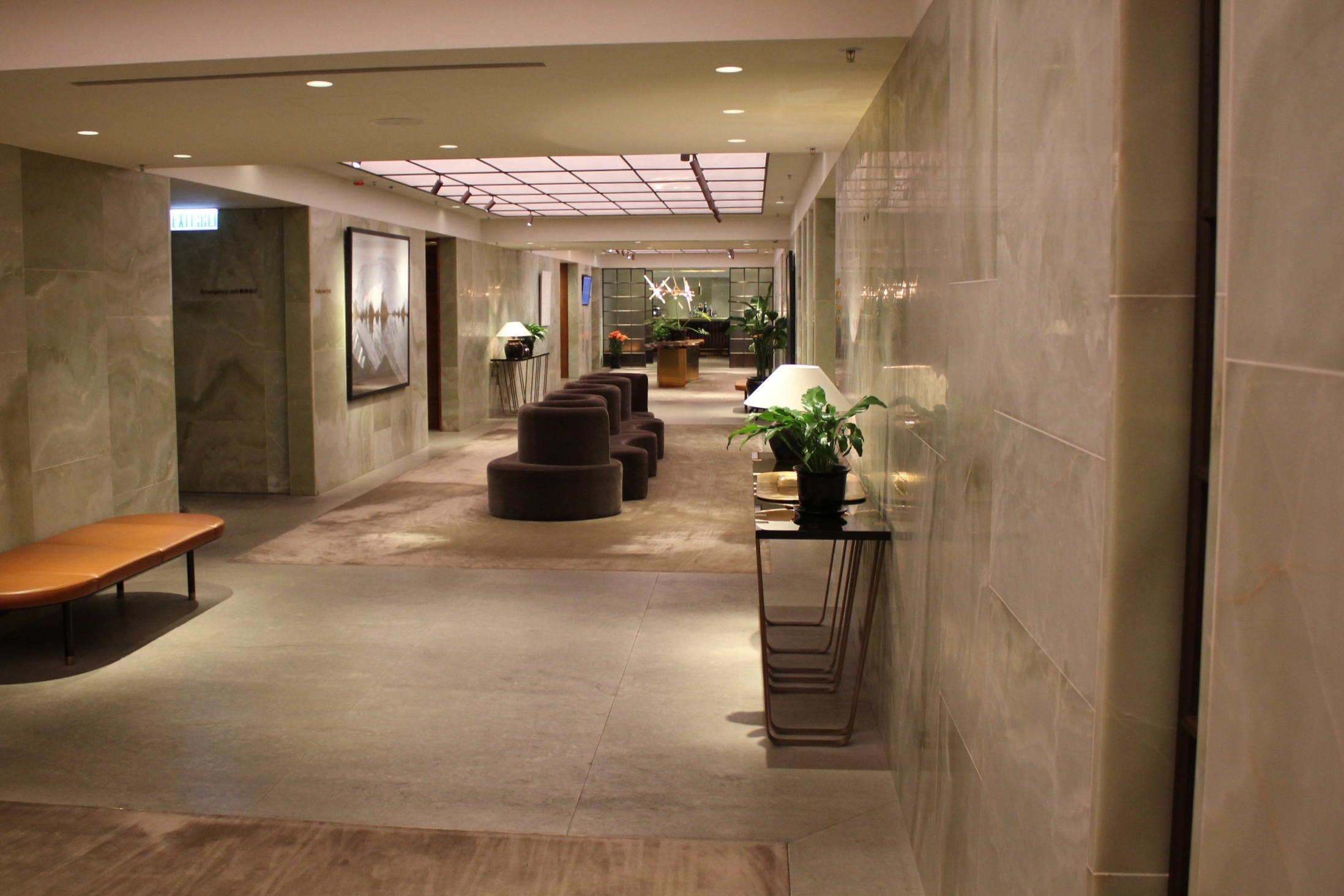 The Pier First Class Lounge by Cathay Pacific – Hallway