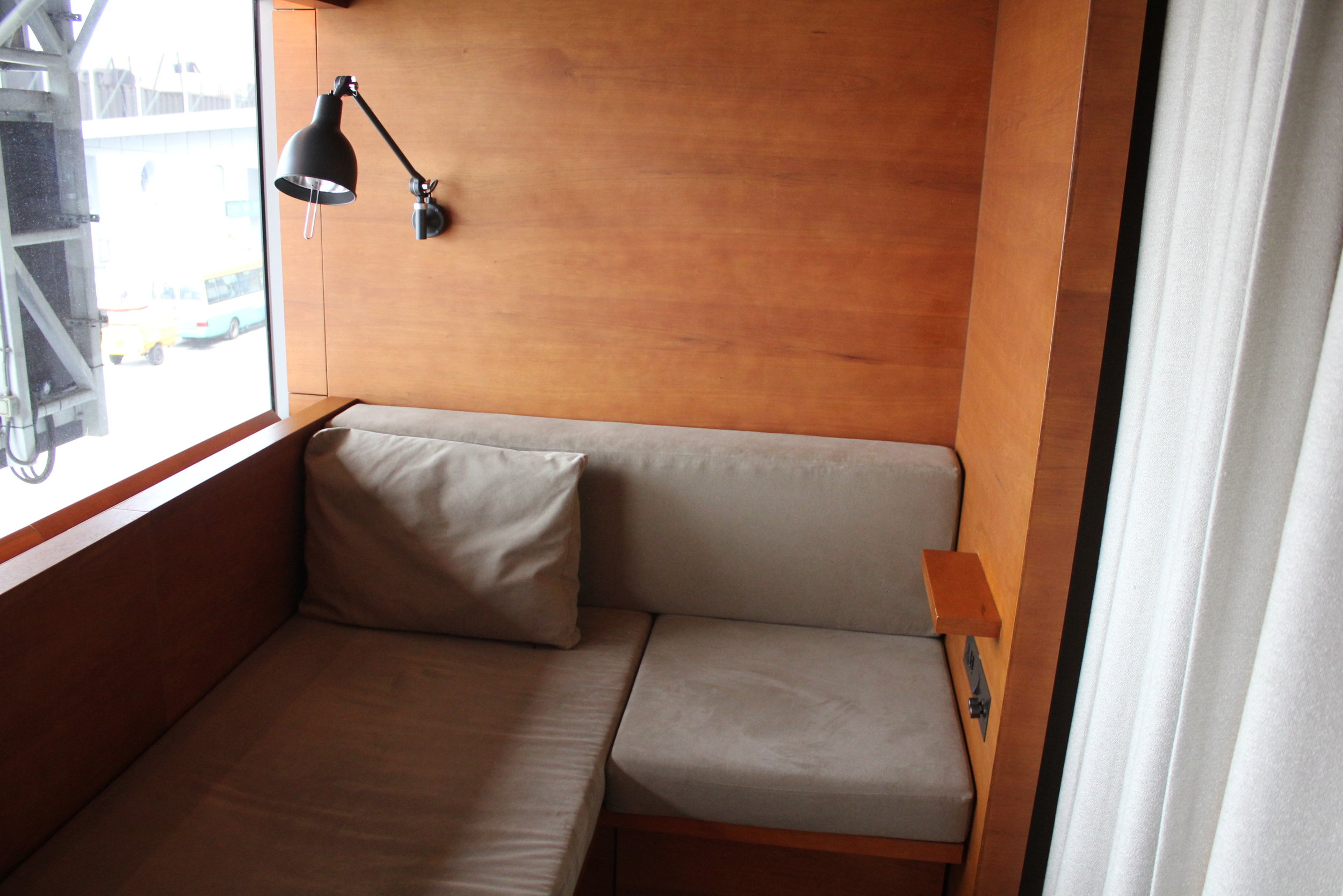 The Pier First Class Lounge by Cathay Pacific – Day suite interior