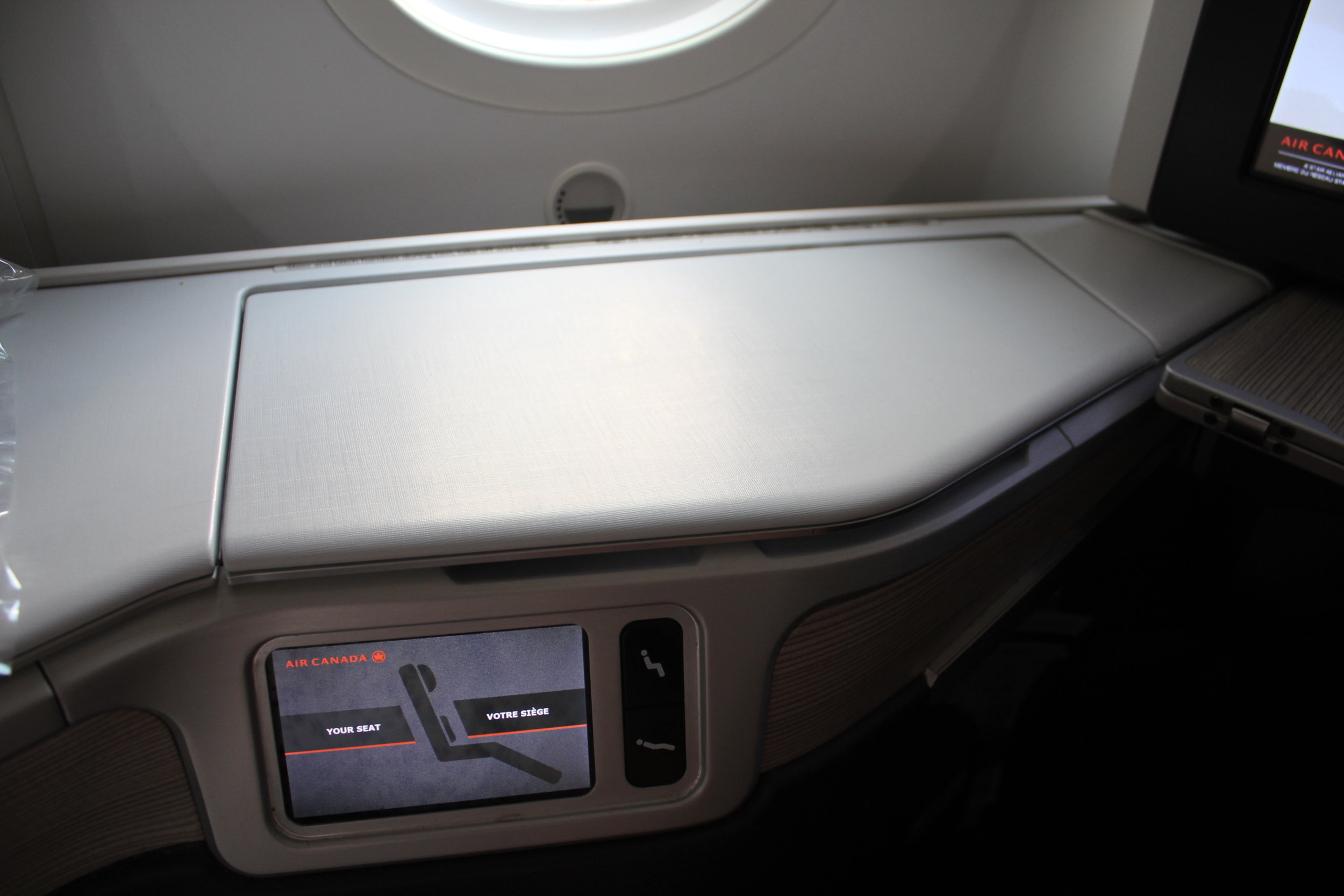 Air Canada business class – Surface space
