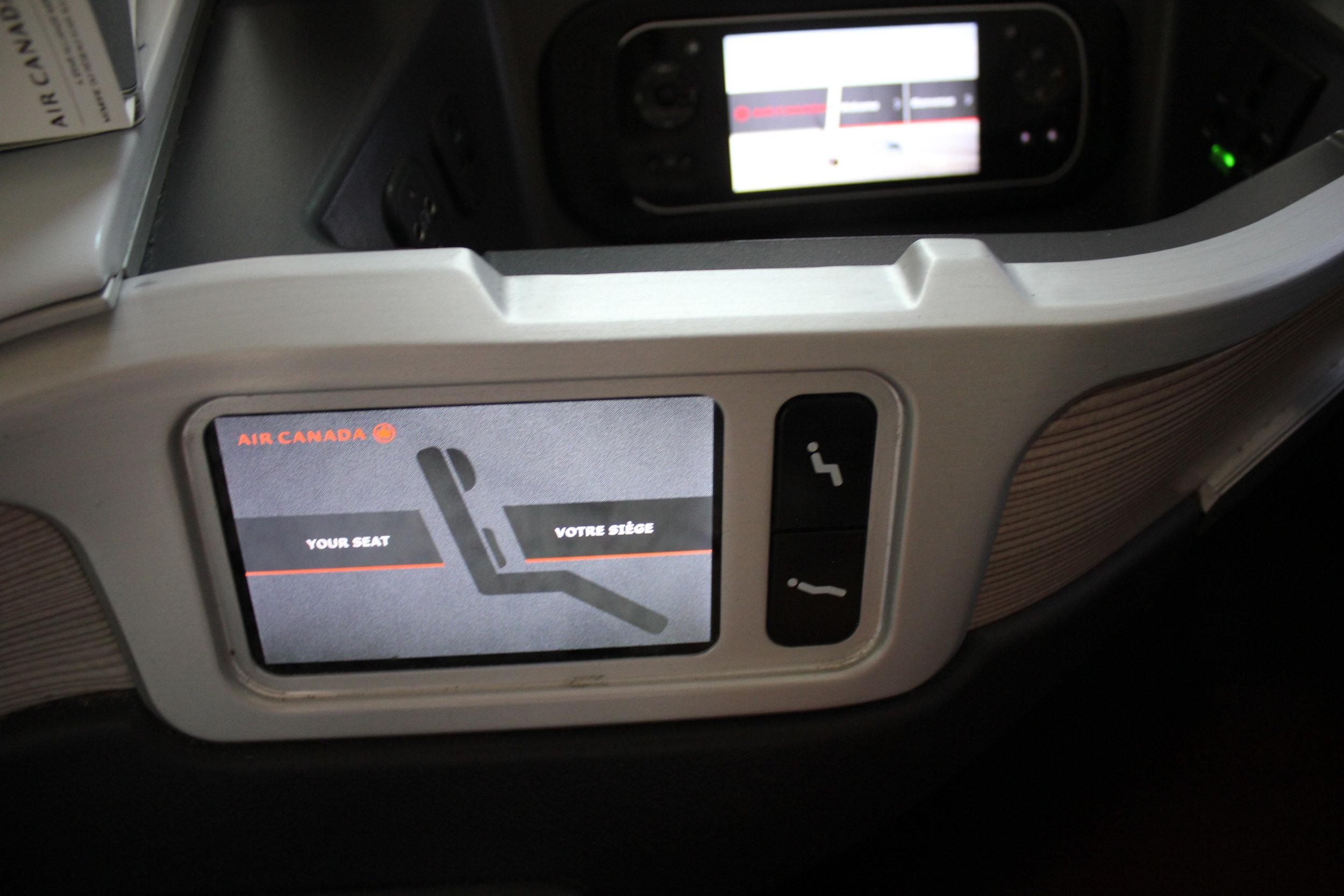 Air Canada business class – Seat controls